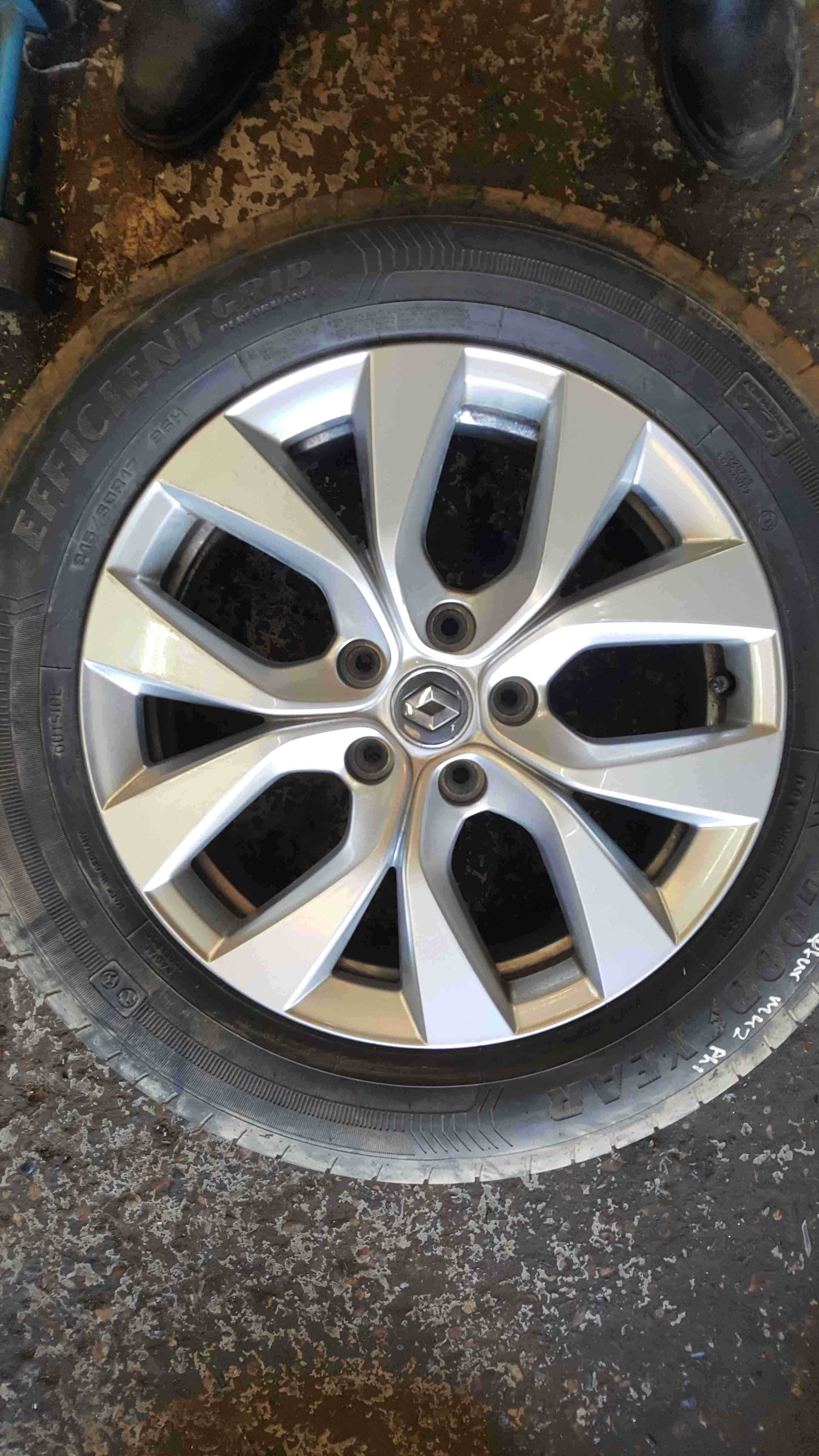 Renault Captur 2019-2021 Alloy Wheel + Tyre 215 60 17 6mm