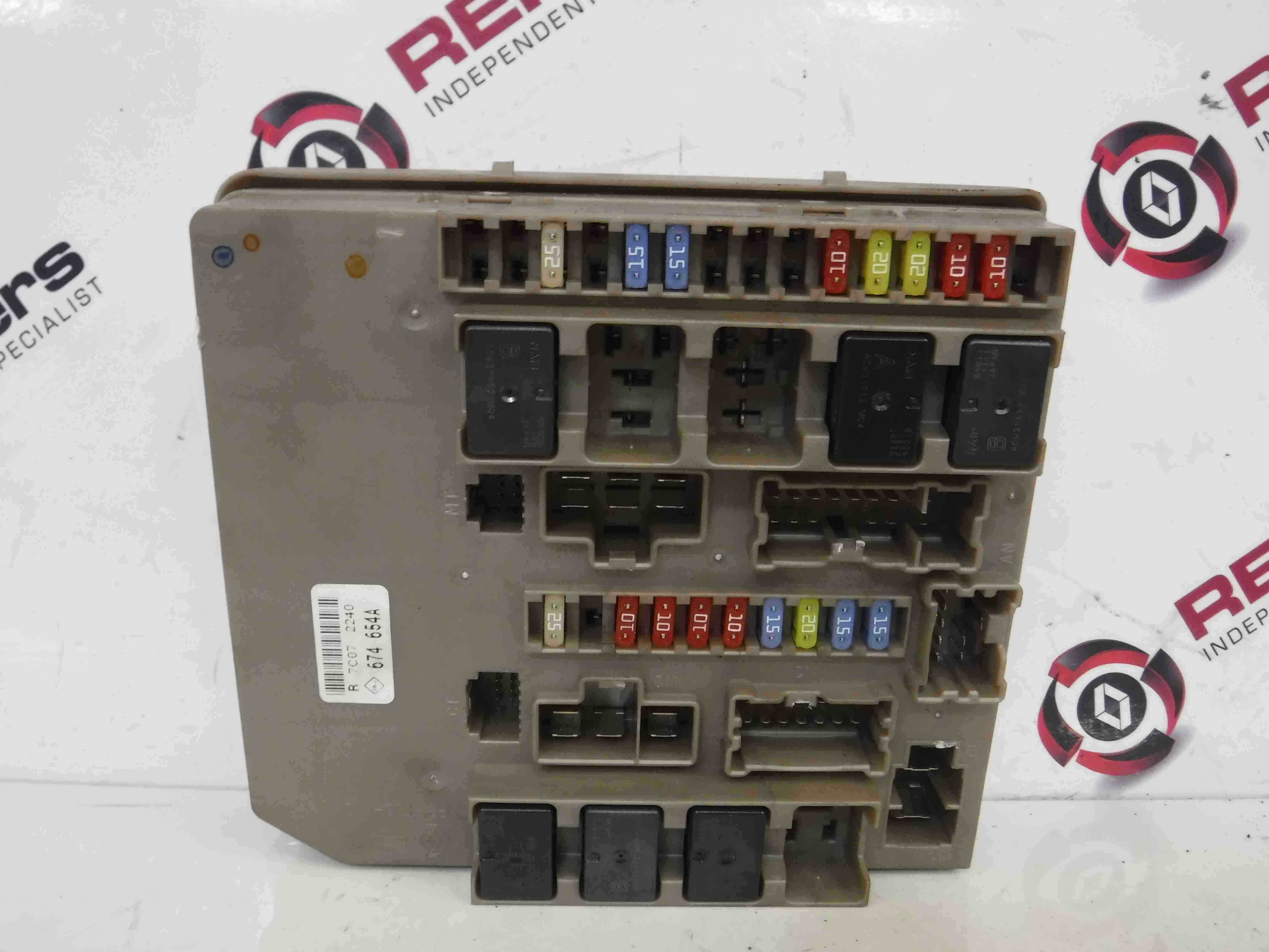 renault clio 02 fuse box wiring library Ford Focus Renault Clio MK3  Modus 20052012 Engine Bay Fuse Box UPC Unit 674658A