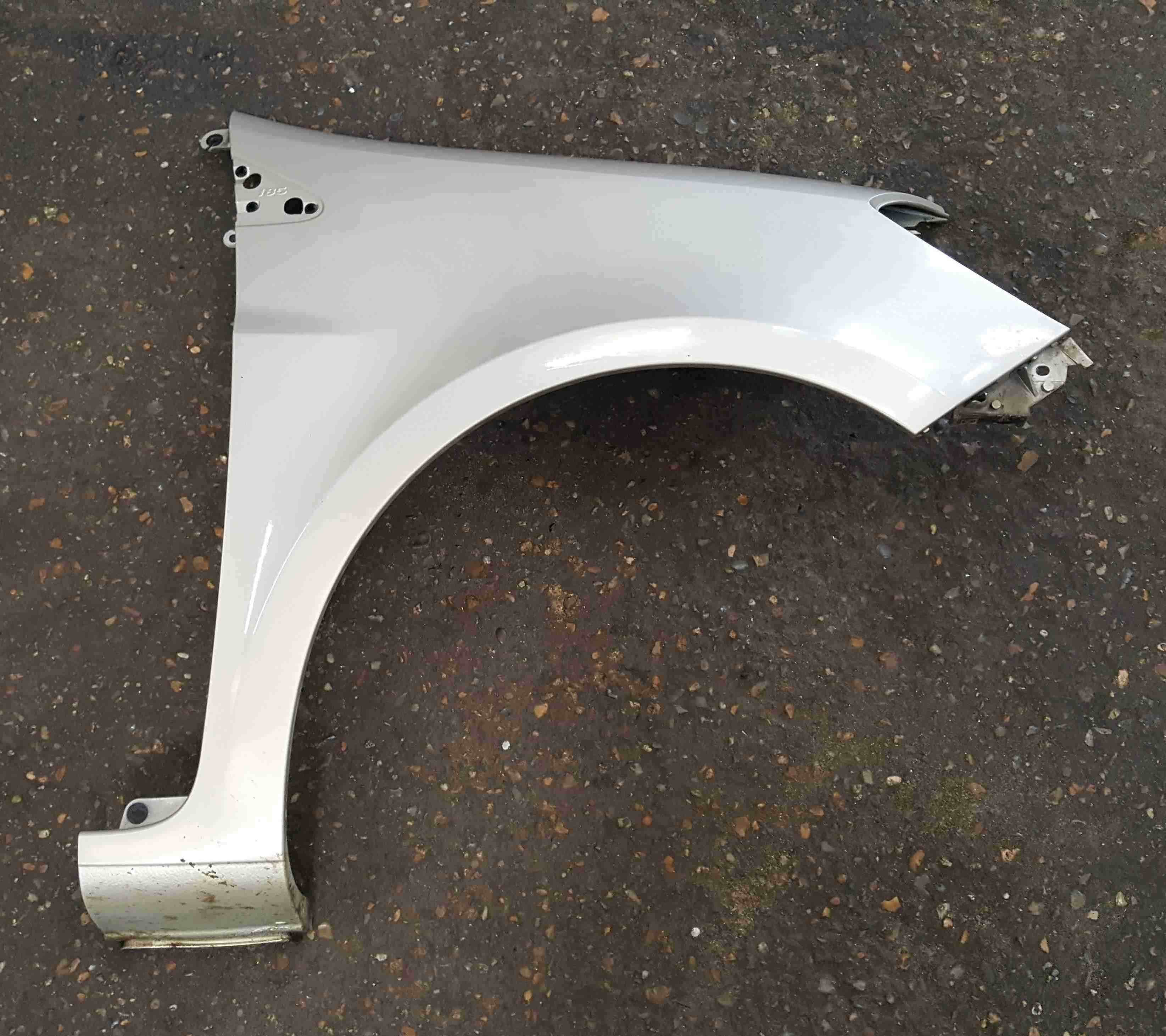 Renault Clio MK3 2005-2012 Drivers OS Wing Silver Gold TED11 185