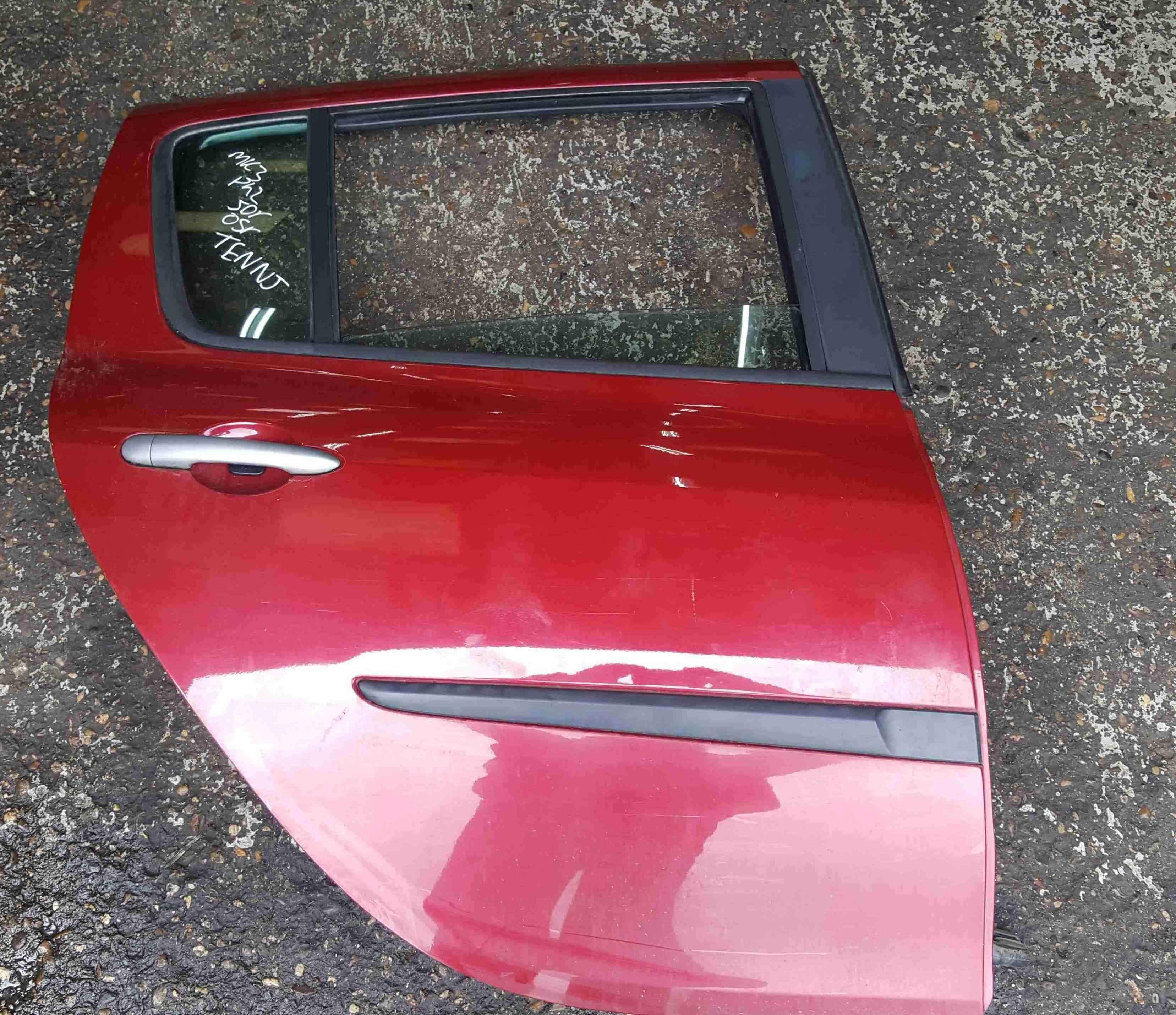 Renault Clio MK3 2005-2012 Drivers OSR Rear Door Red TENNJ