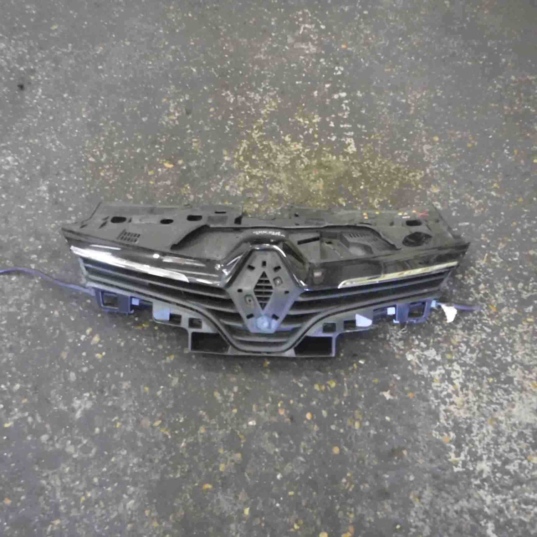 Renault Clio Mk4 2013 2017 Front Bumper Grill Insert Gloss Black Store Renault Breakers Used Renault Car Parts Spares Specialist