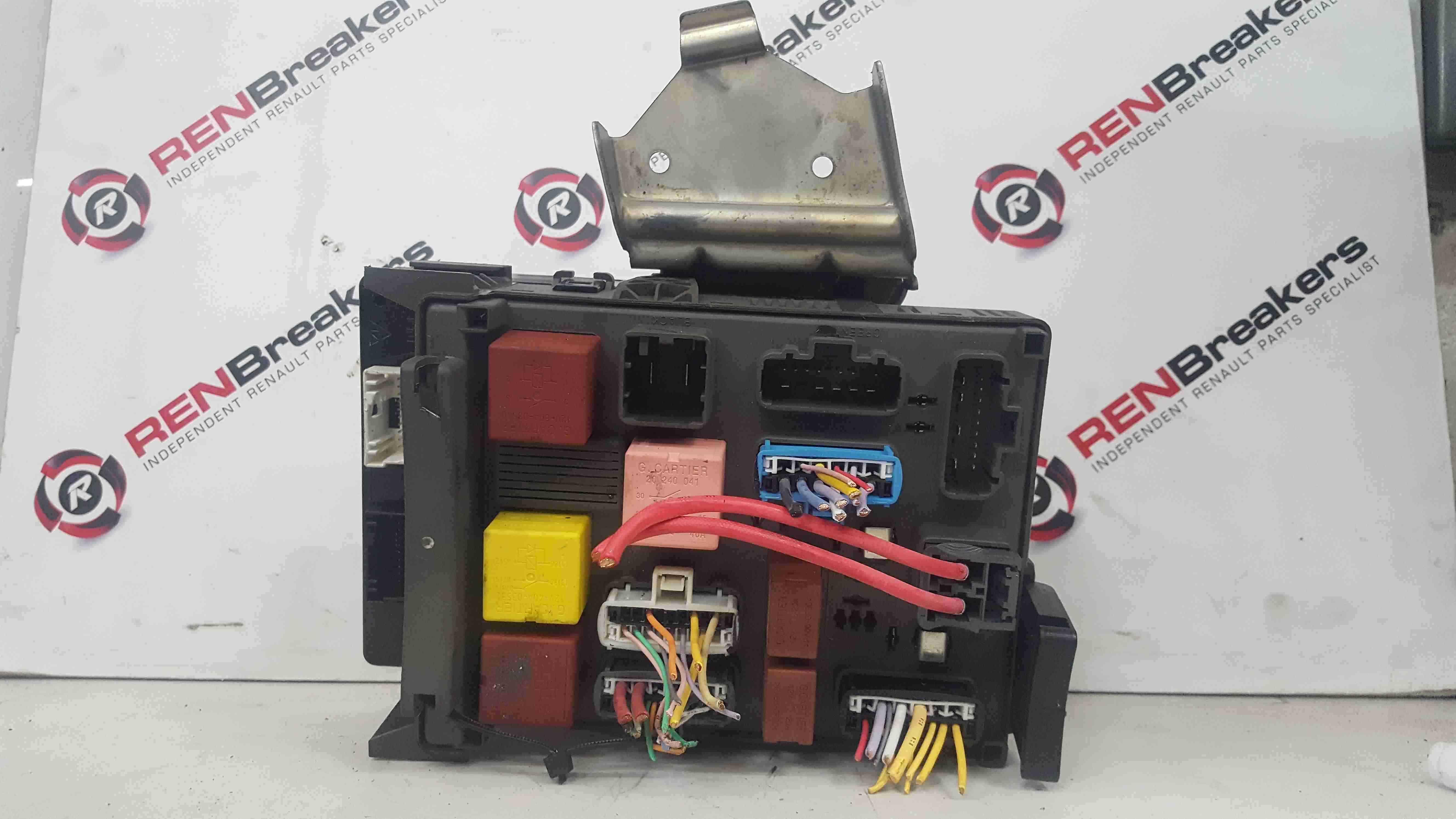 Renault Espace 2003-2013 2.2 Fuse Box Board BCM 8200500348