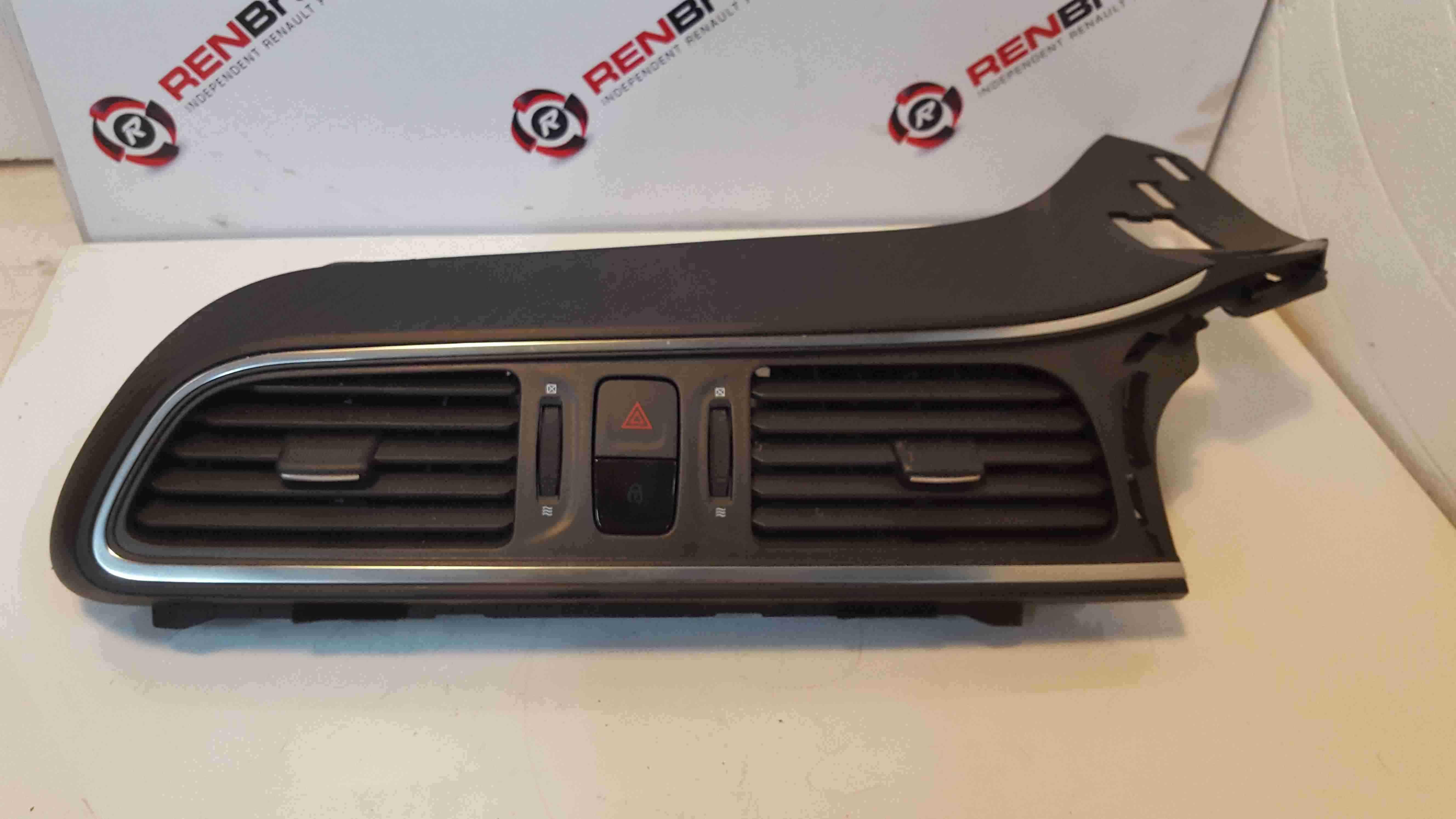 Renault Kadjar 2015-2018 Centre Heater Vents 687502972R