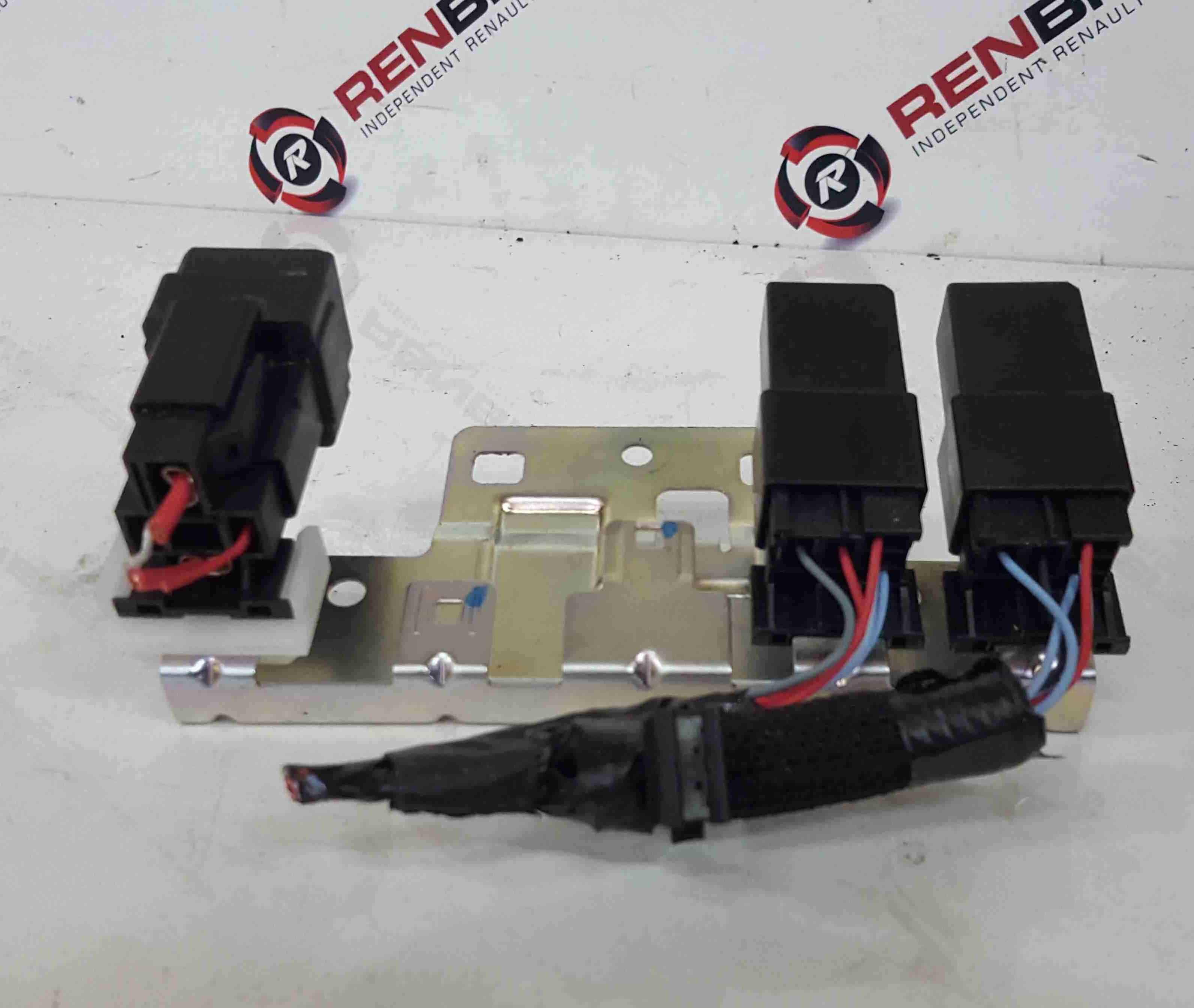 Renault Kadjar 2015-2021 Black Relays