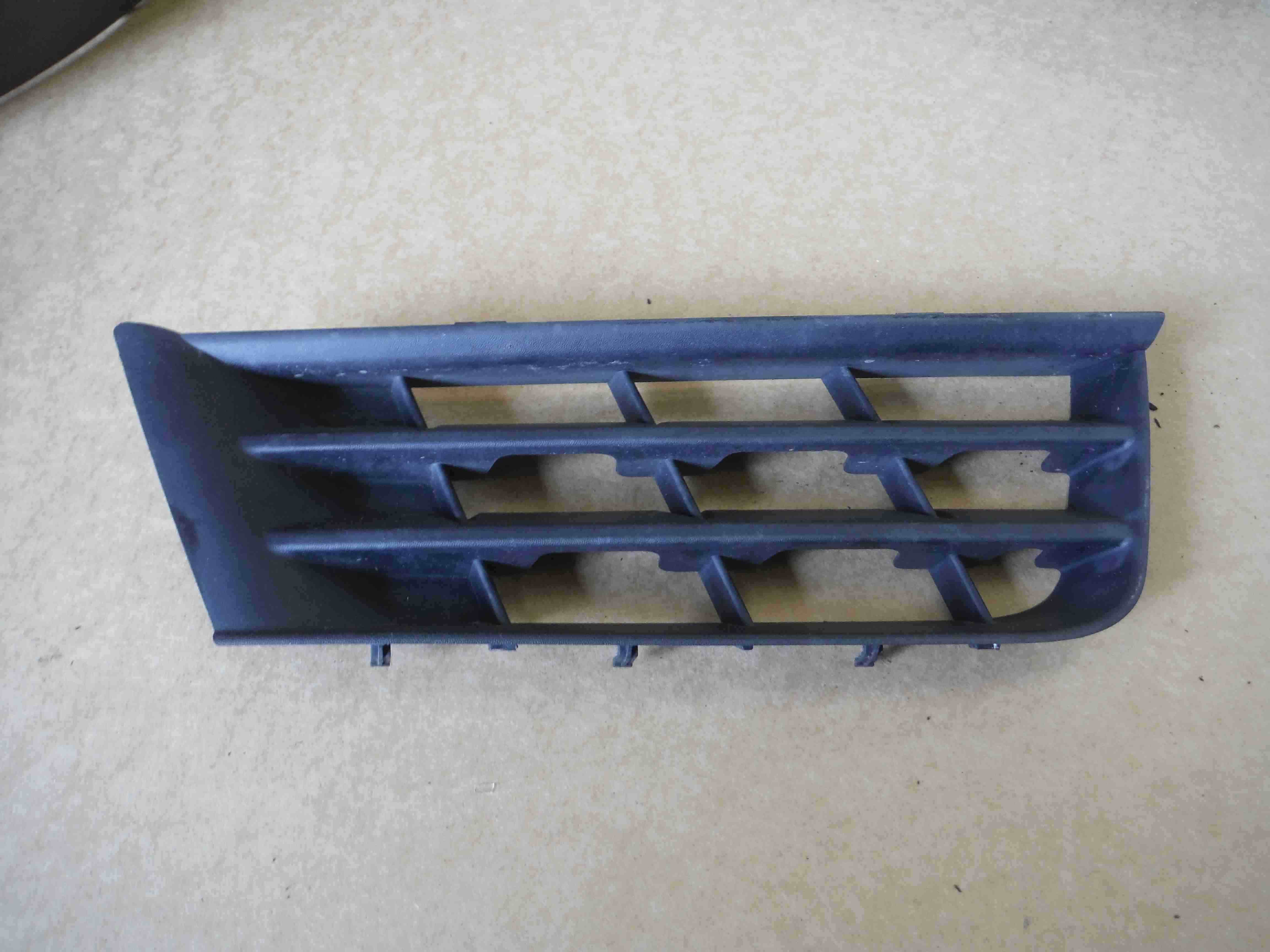 Renault Laguna 2005-2007 Drivers OSF Front Bumper Grille Grill Insert