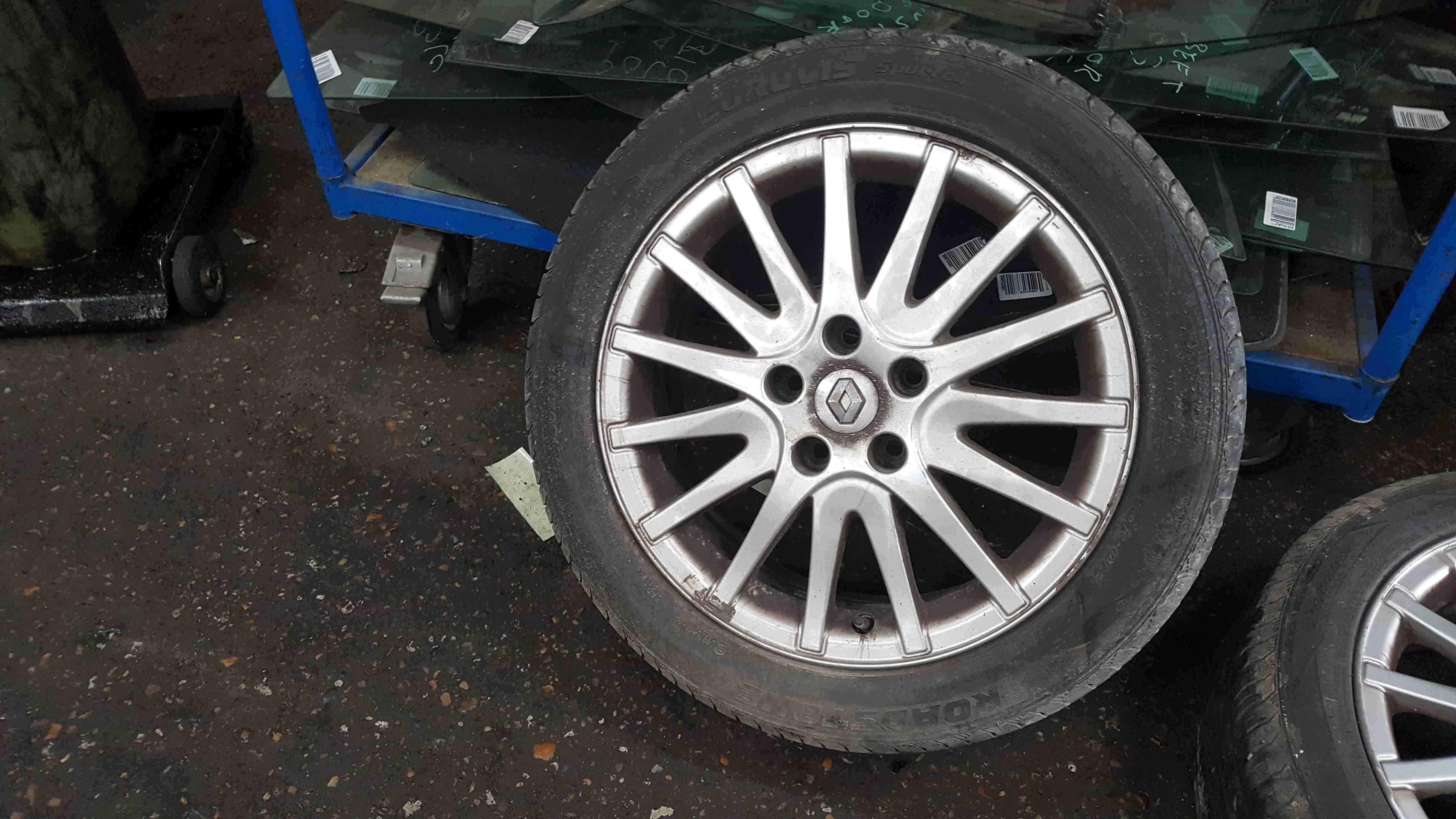 Renault Laguna MK3 2007-2012 Alloy Wheel 17inch + Tyre 215 50 17 5mm 403000034R