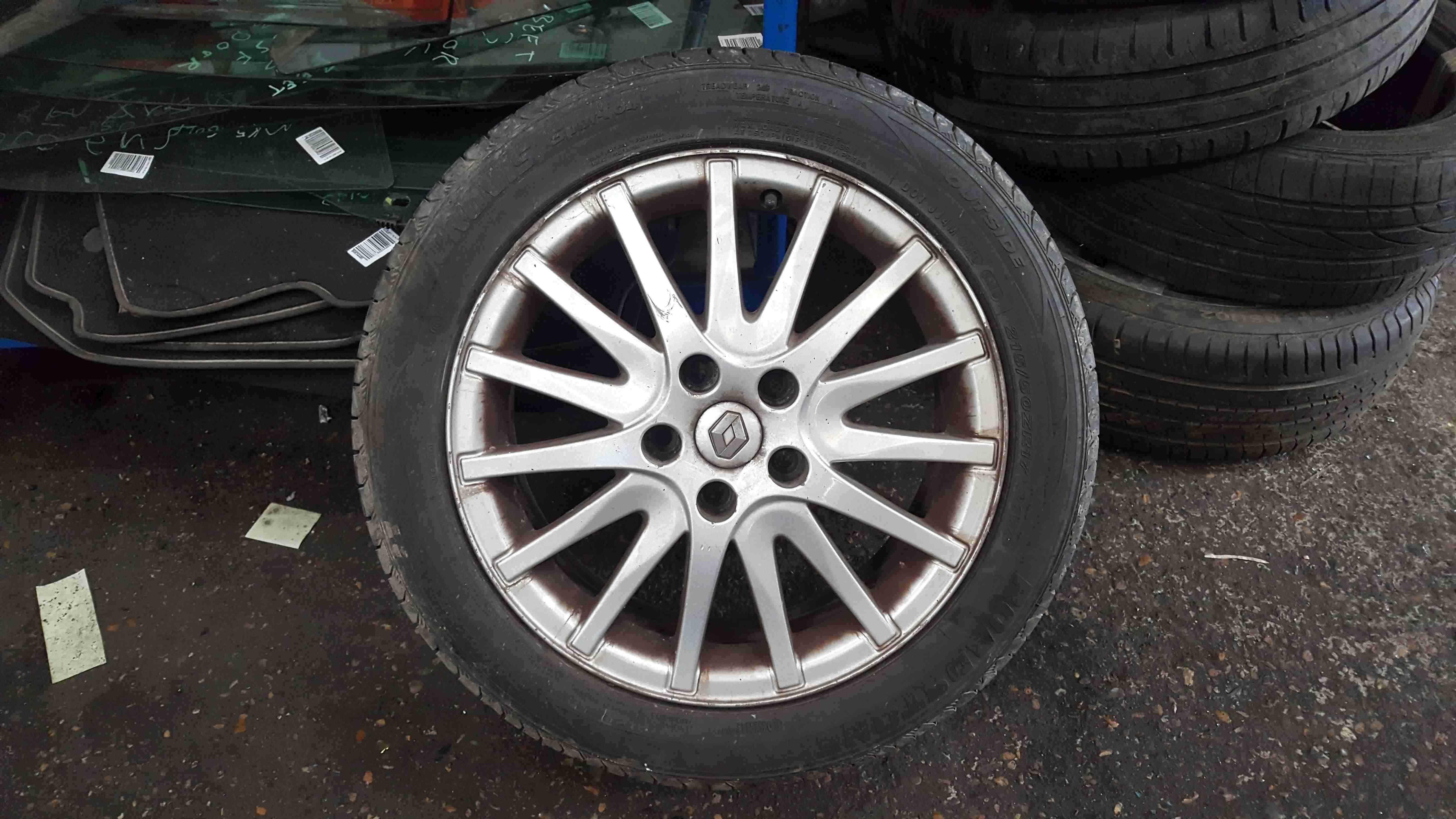 Renault Laguna MK3 2007-2012 Alloy Wheel 17inch + Tyre 215 50 17 6mm 403000034R