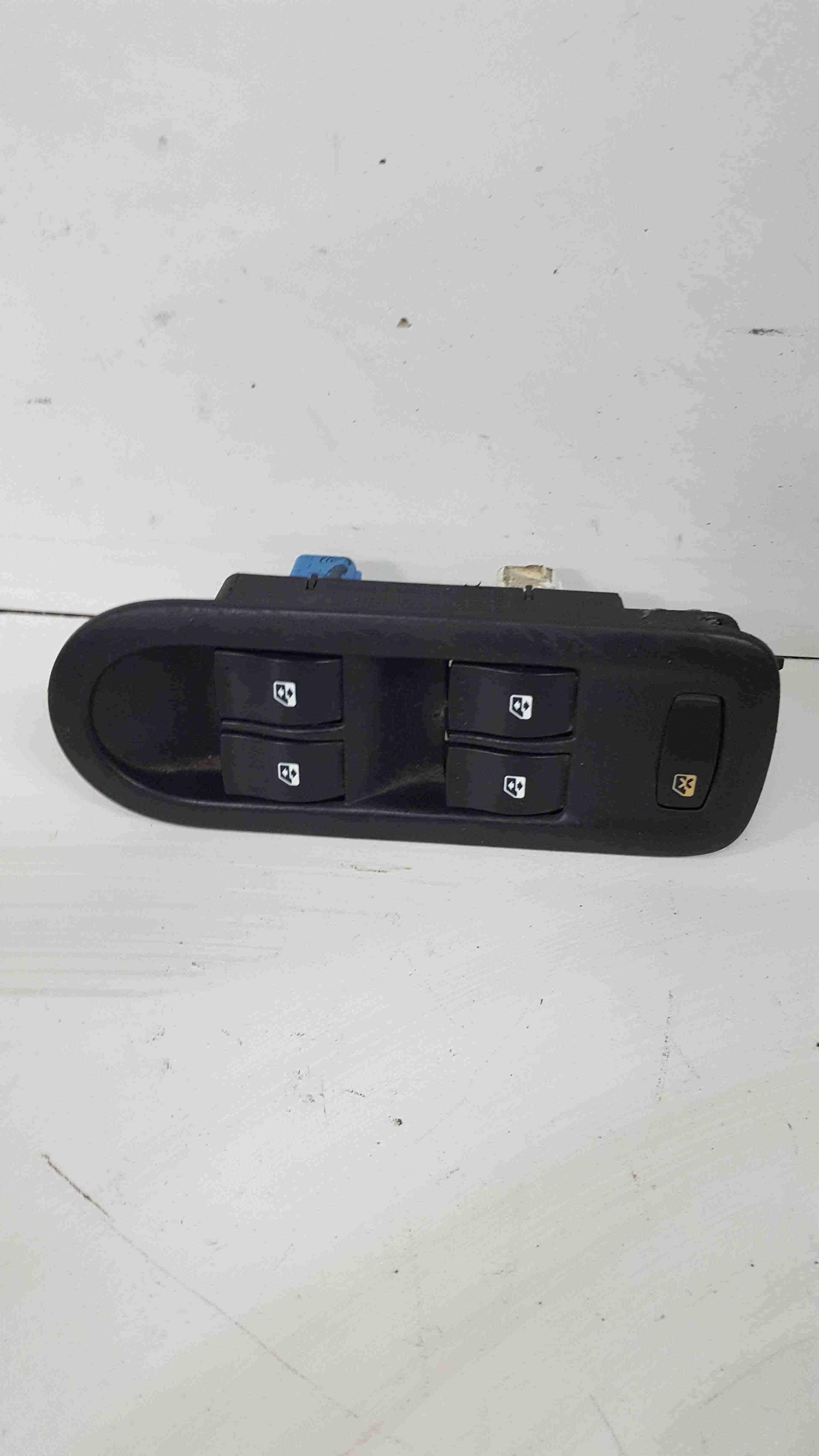 Renault Megane Convertible 2002-2008 Drivers OSF Front Window Switch Panel