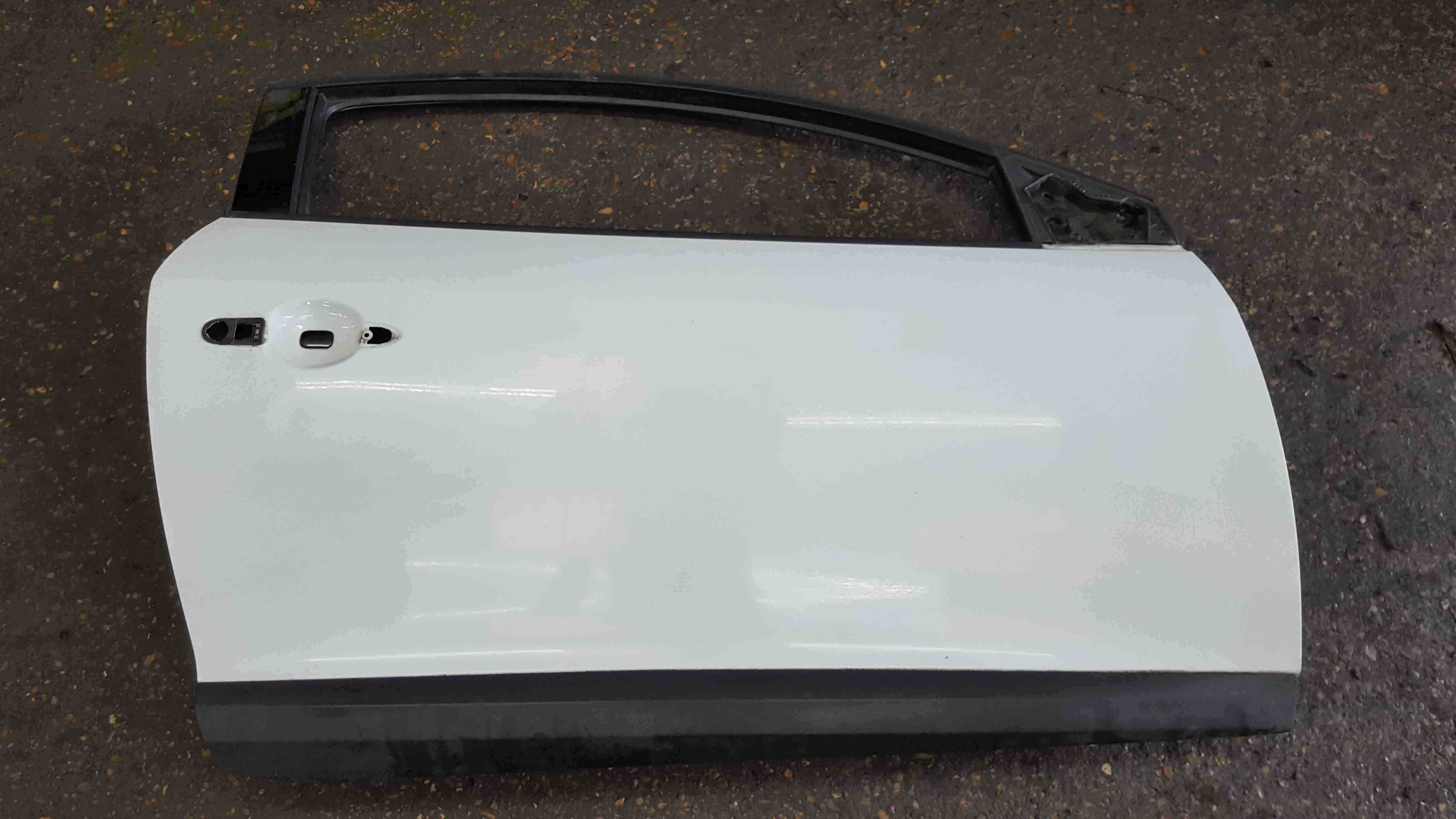 Renault Megane Coupe MK3 2008-2014 Drivers OSF Front Door White OV369 3dr