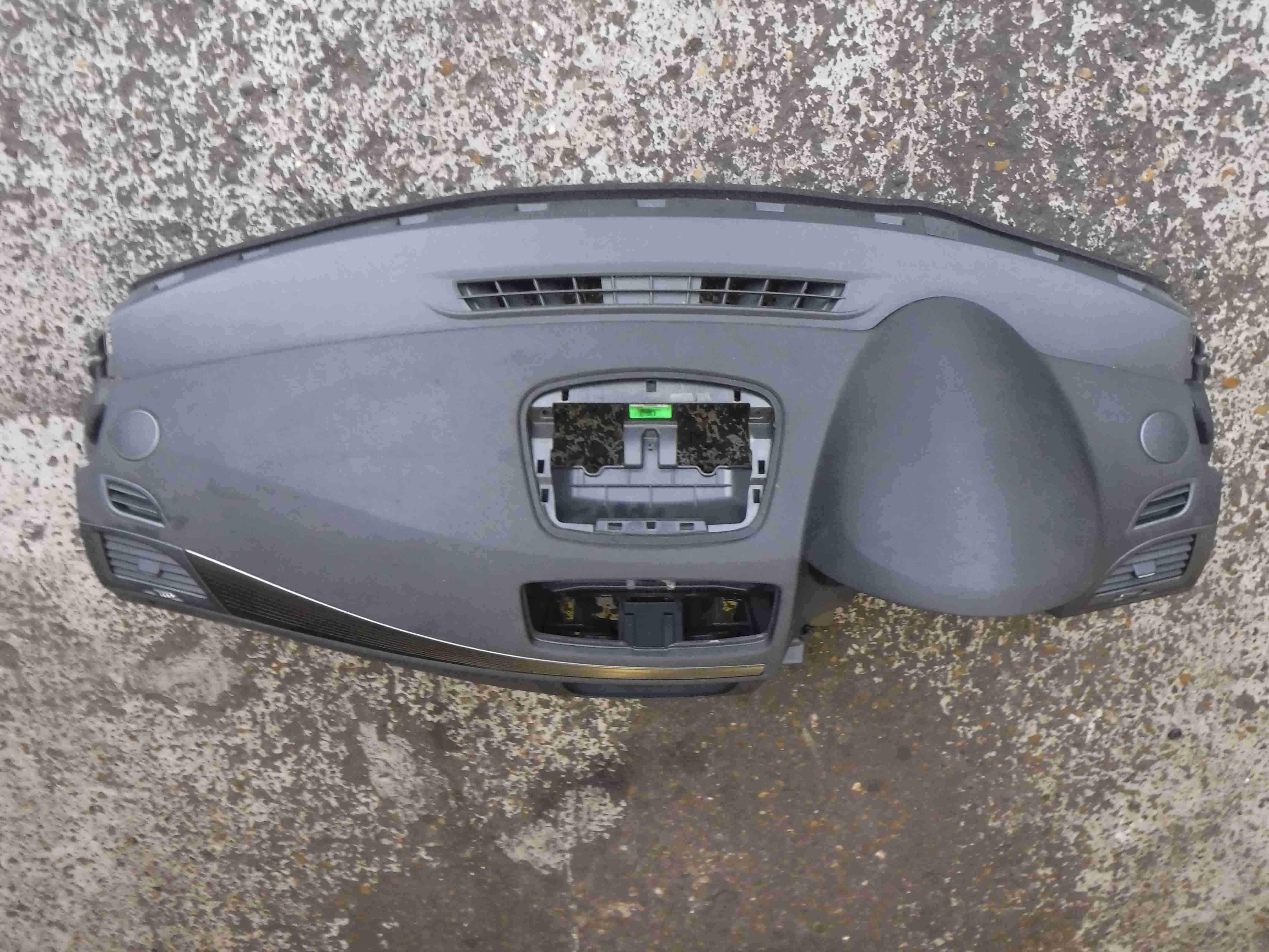 Renault Megane MK3 2008-2014 Main Dashboard 681000025R