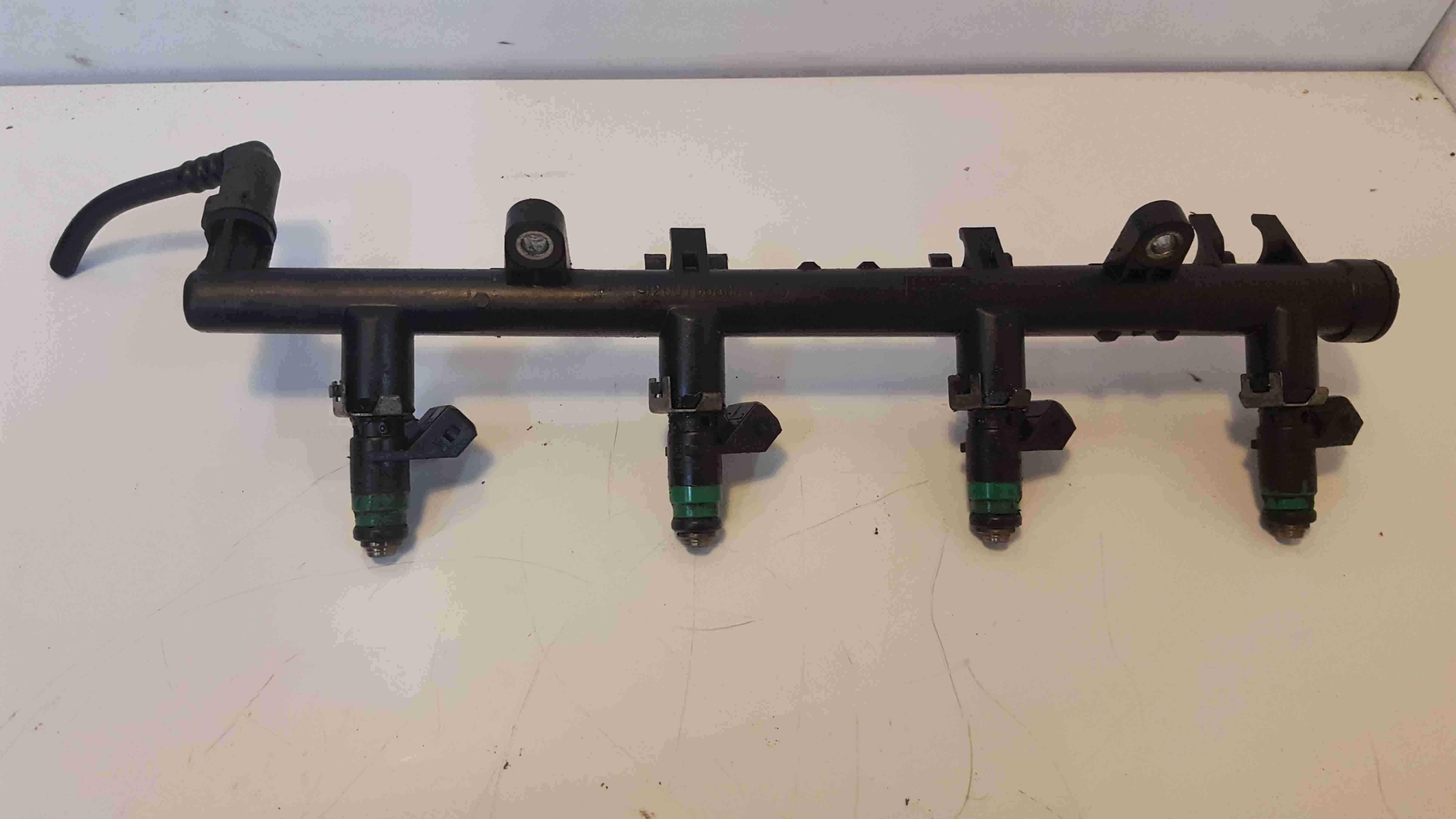 Renault Modus 2004-2008 1.6 16v Fuel Injectors X4 + Rail K4M 791 8200135504