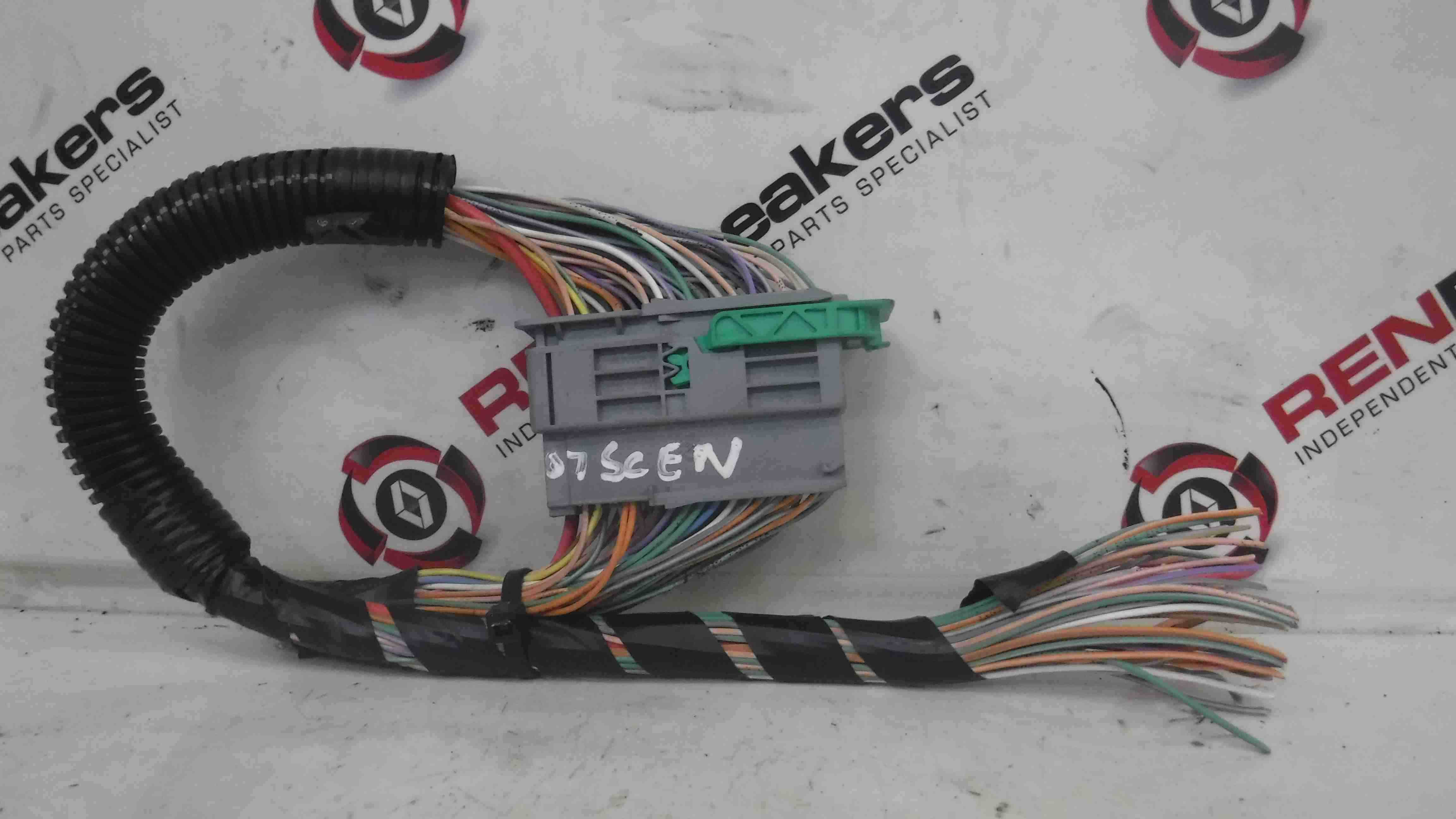 Renault Scenic 2003-2009 Under Chair Seat Wiring Loom 1379325 - Store - Renault Breakers