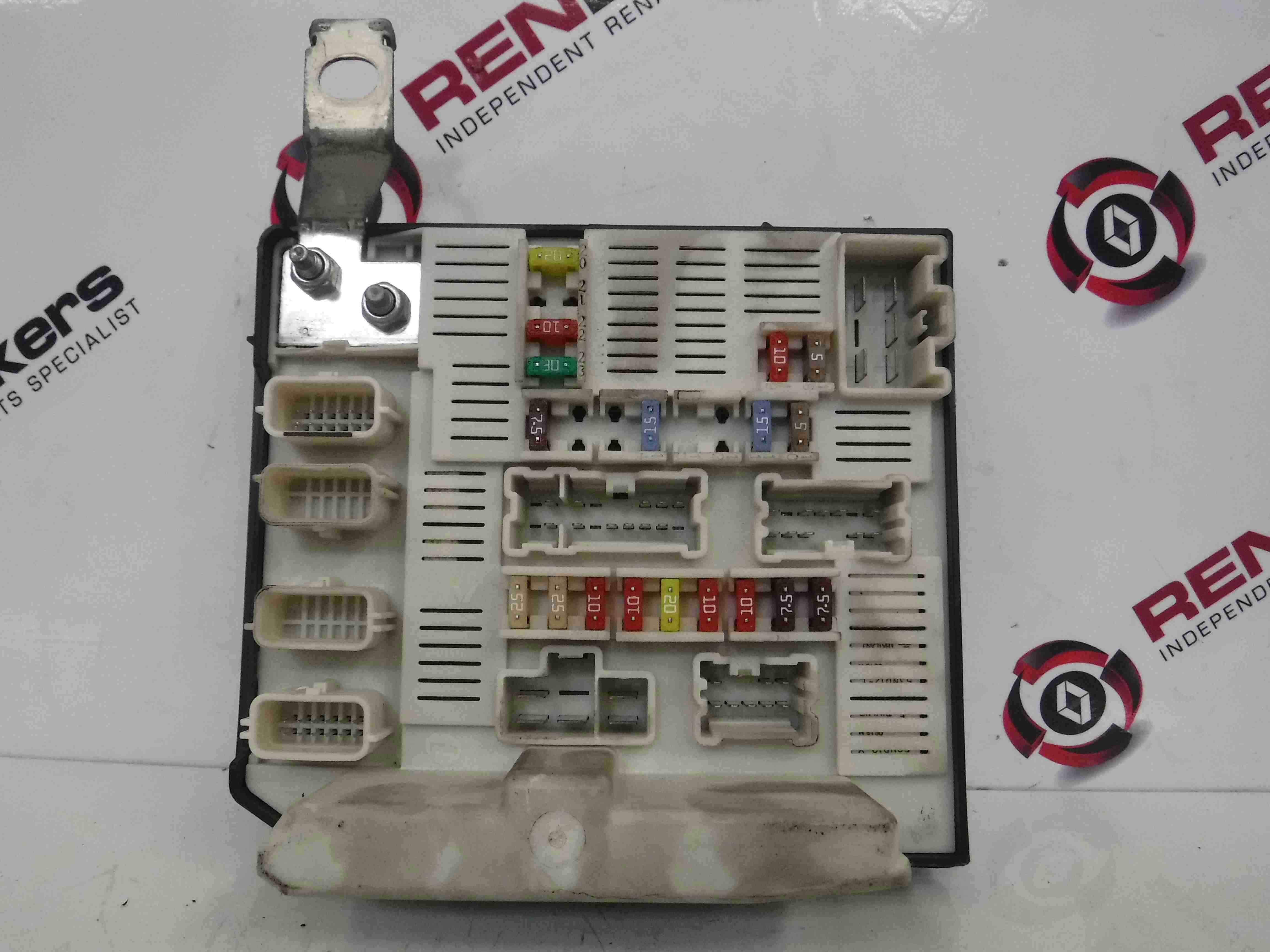 Renault Scenic 2006-2009 Engine Bay Fuse Box UPC Unit N2