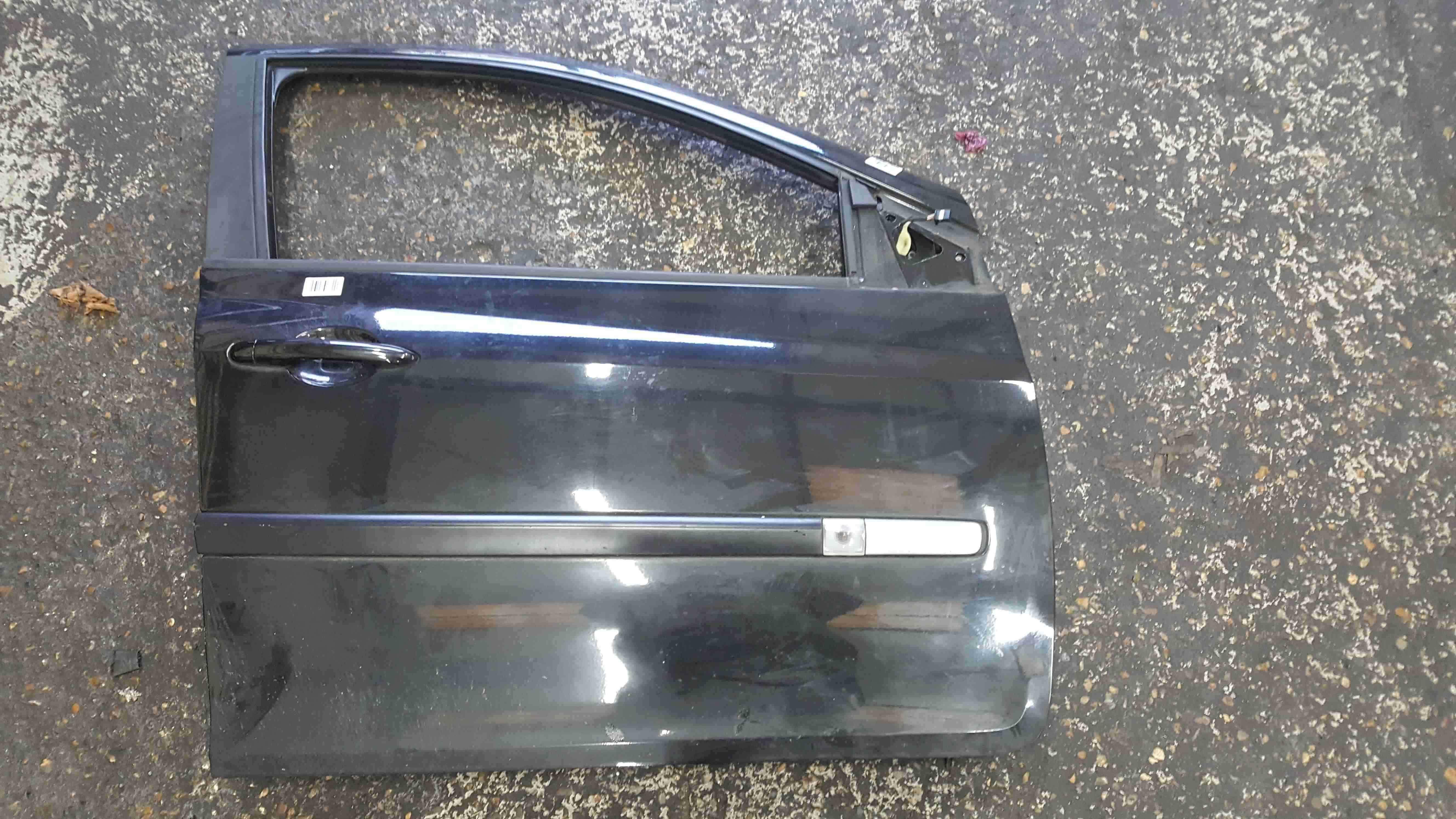Renault Clio Estate MK3 2009-2012 Drivers OSF Door Black 676