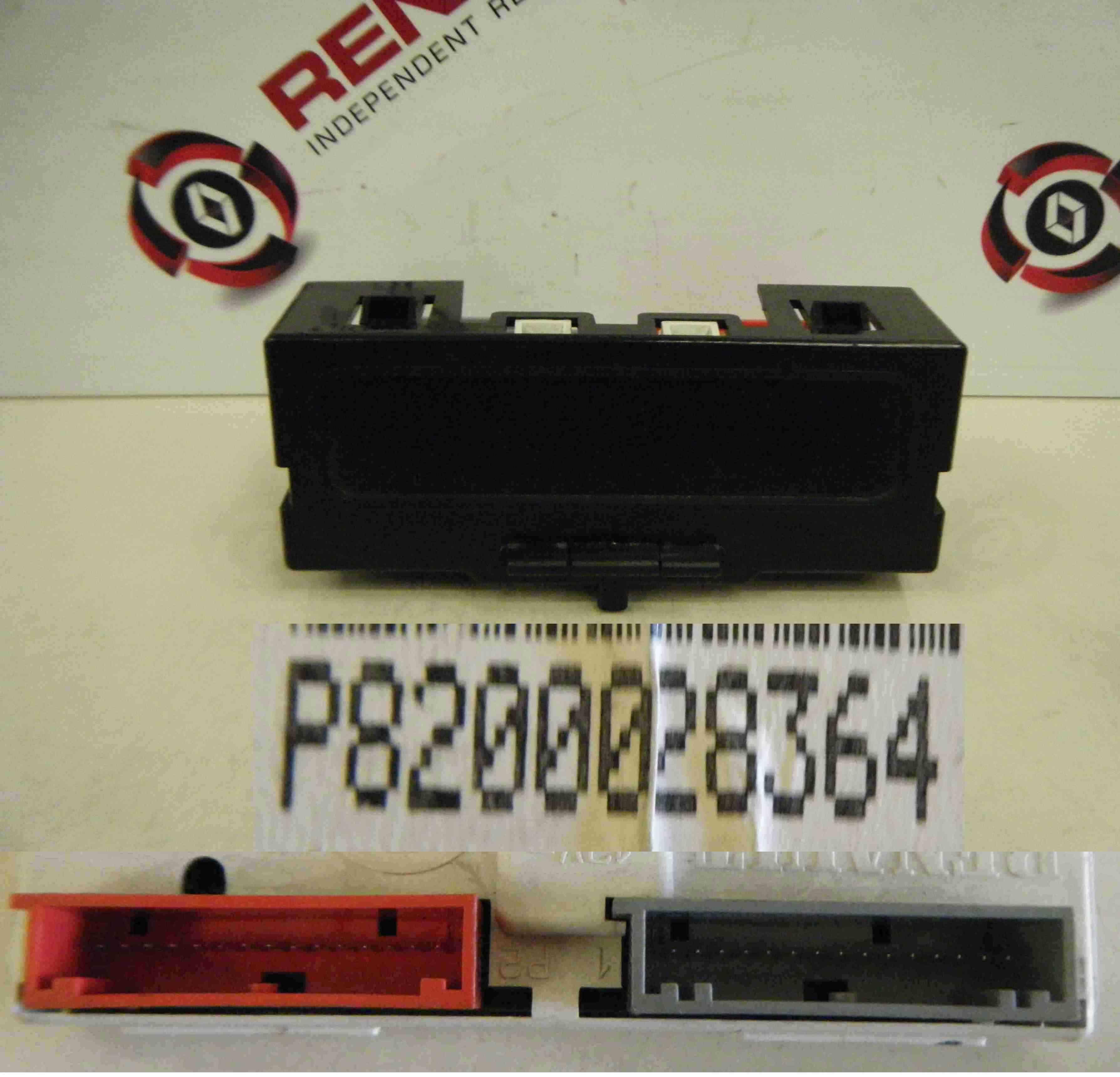 Renault Clio MK2 2001-2006 Centre Display Radio CD Player Clock 8200028364