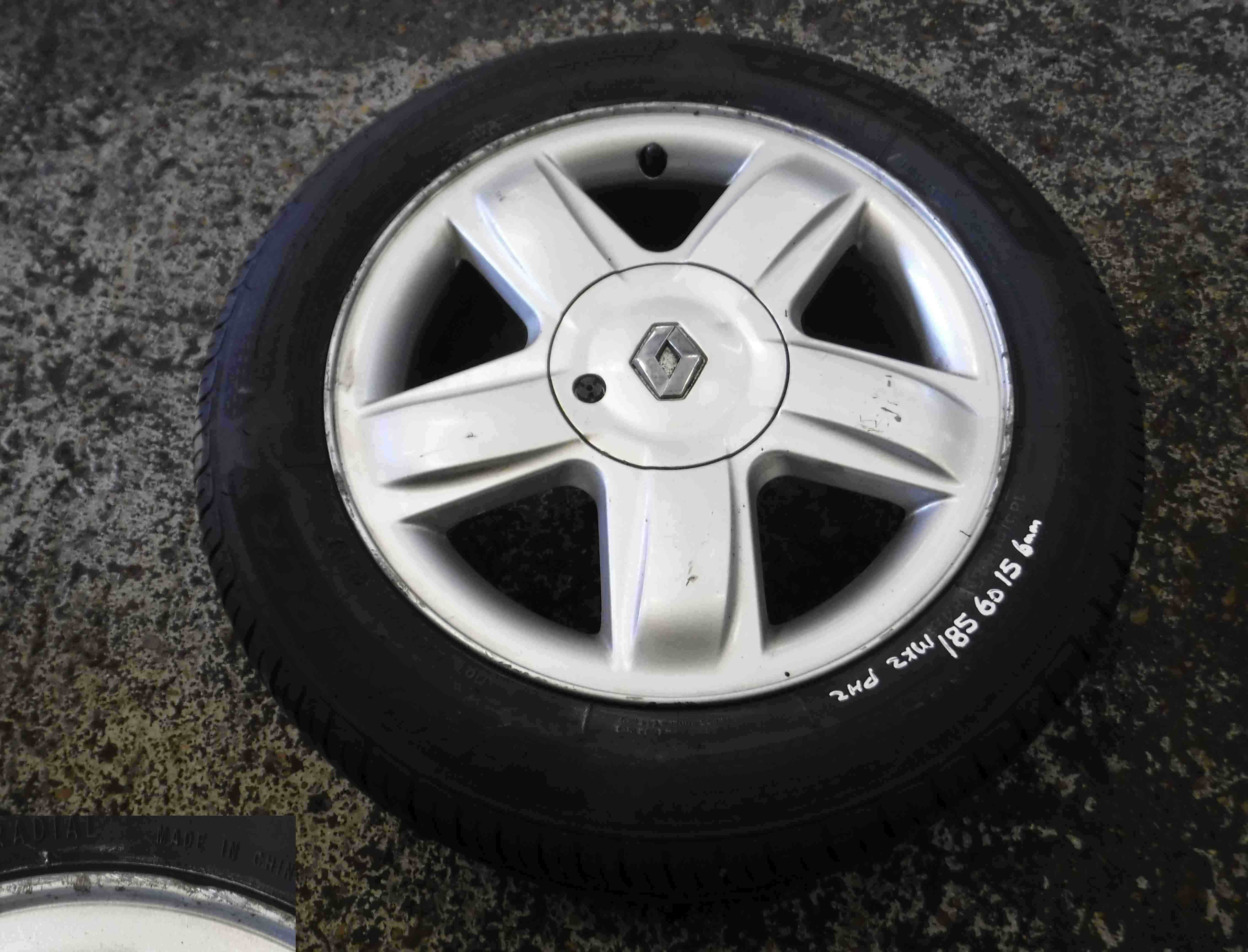 Renault Clio MK2 2001-2006 Dynamique Alloy Wheel With Tyre 185 55 15 6mm 4/5