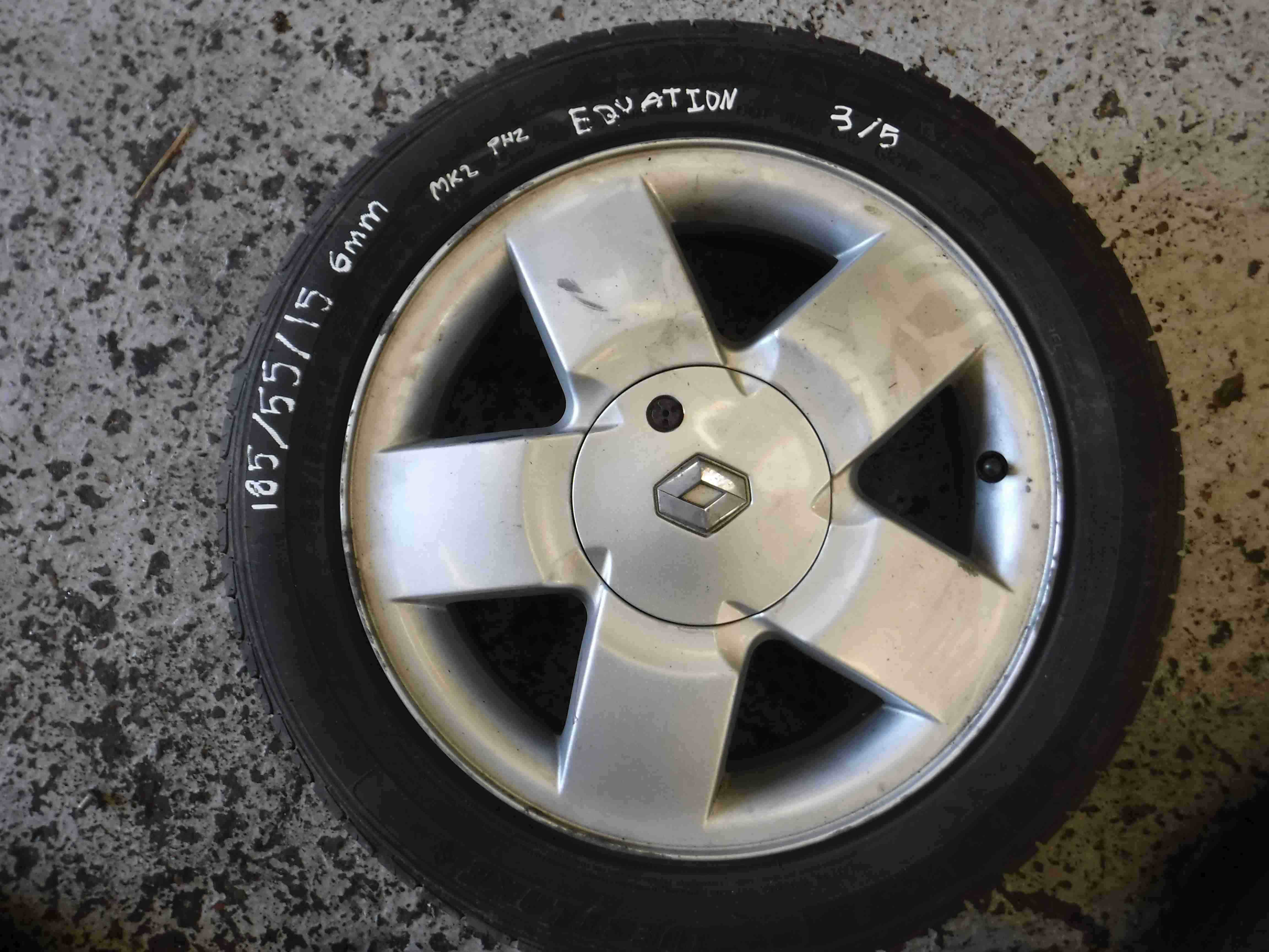 Renault Clio MK2 2001-2006 Equation Alloy Wheel  Tyre 185 55 15 7mm 3/5