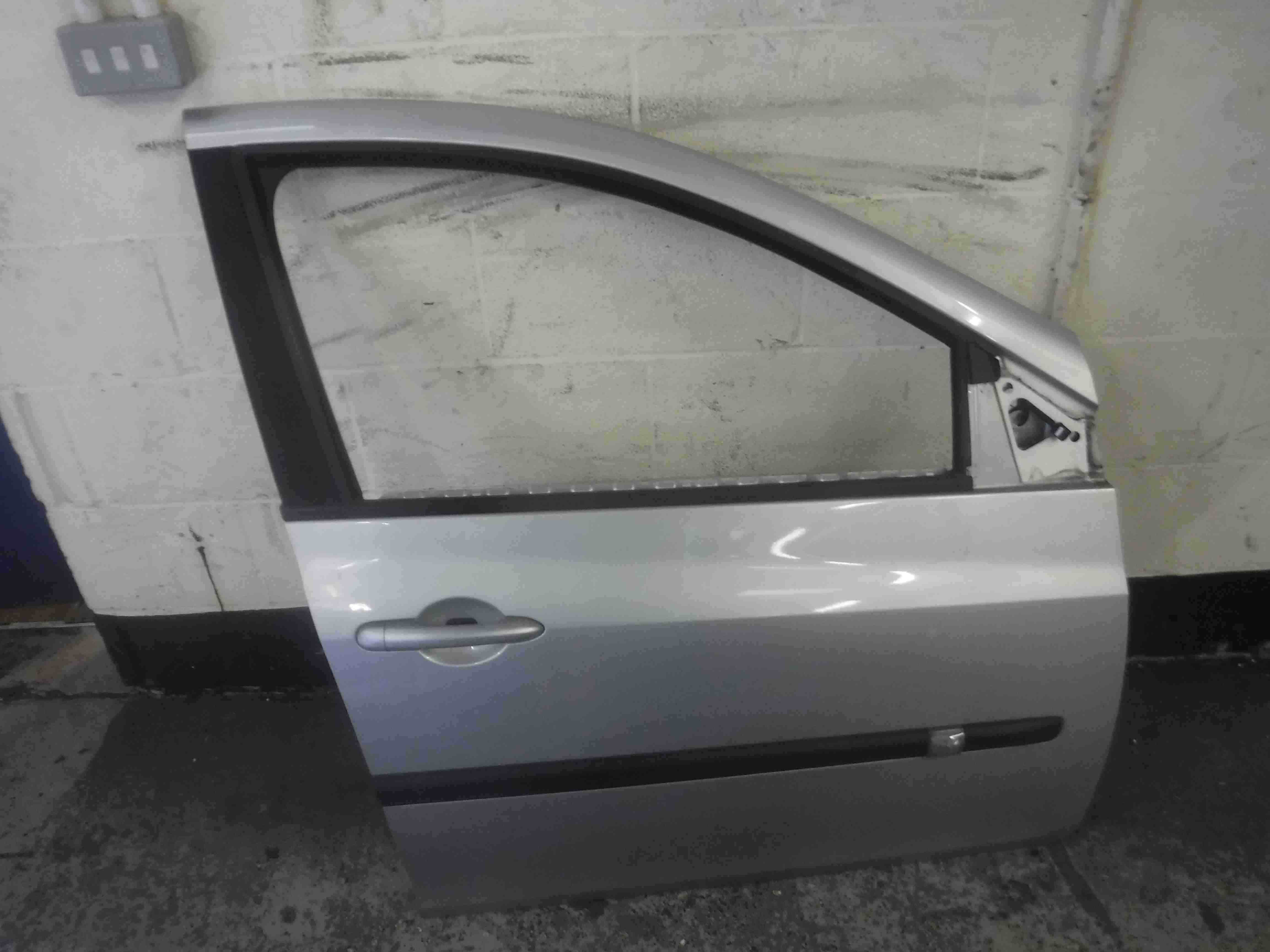 Renault Clio MK3 2005-2012 Drivers OSF Front Door Silver TED69 5dr