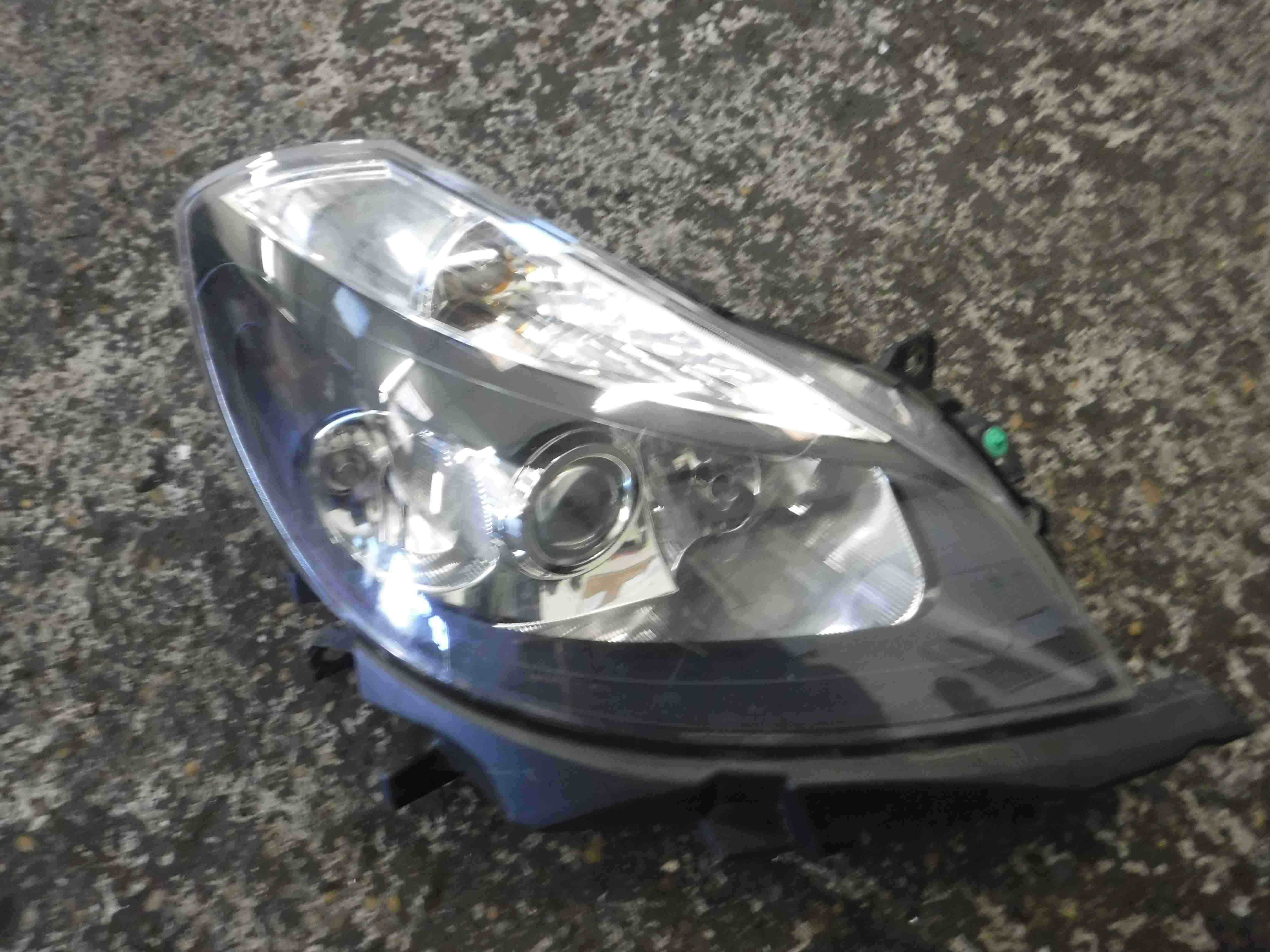 Renault Clio MK3 2005-2009 Drivers OSF Front Headlight Black Backing 8200261615