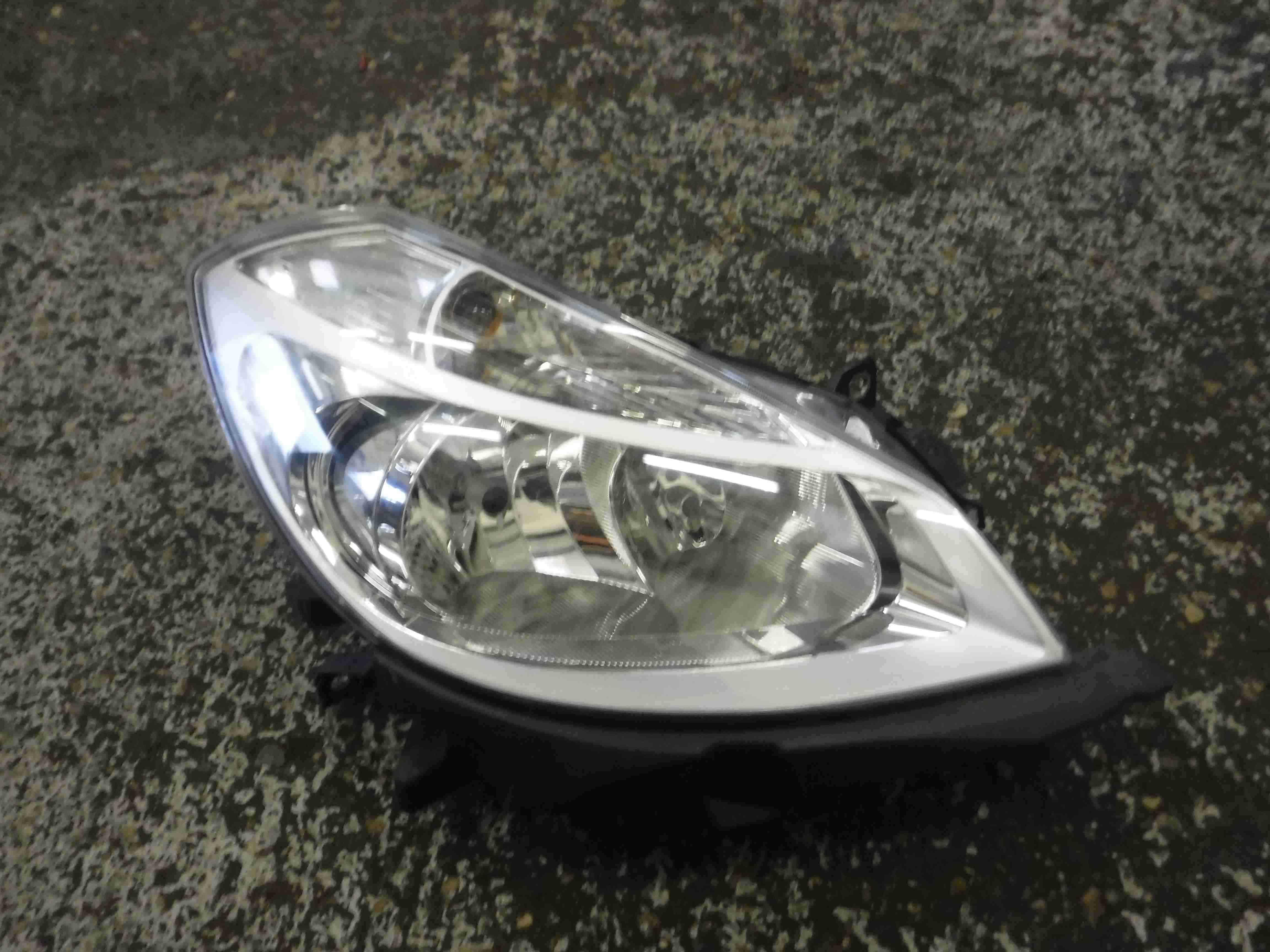 Renault Clio MK3 2005-2009 Drivers OSF Front Head Lamp Headlight Chrome