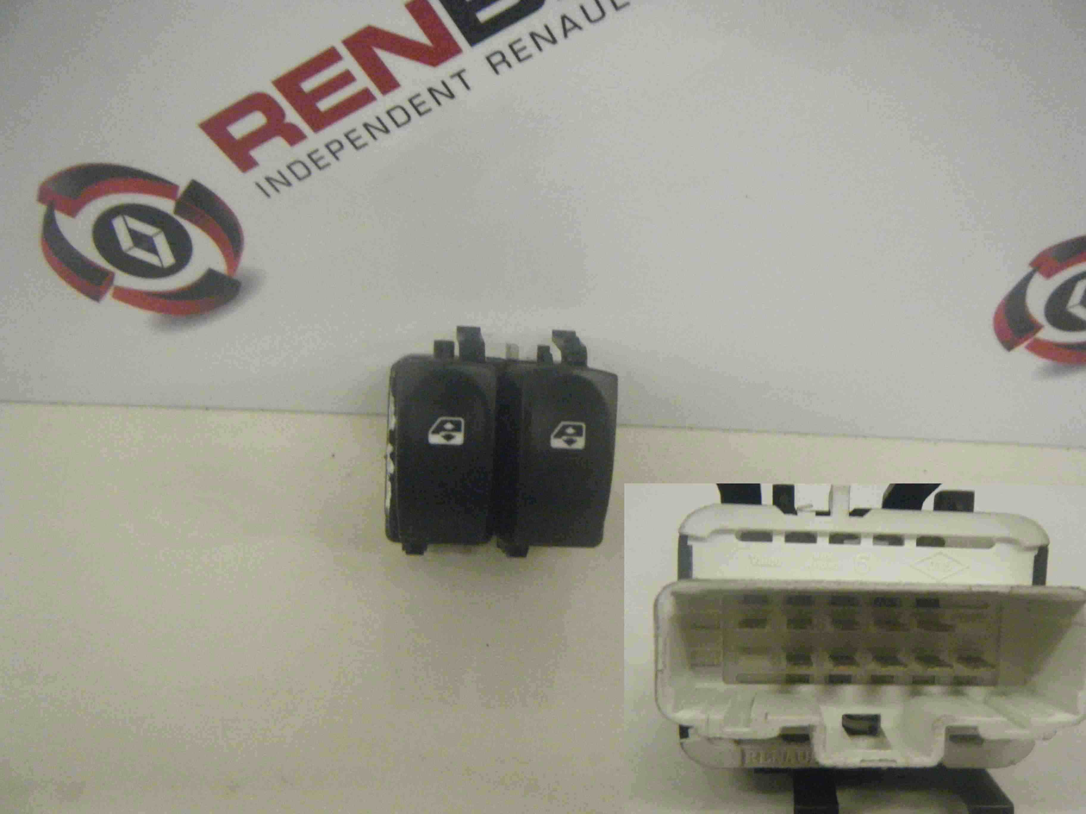 Renault Clio MK3 2005-2009 Drivers OSF Front Window Switch White Plug