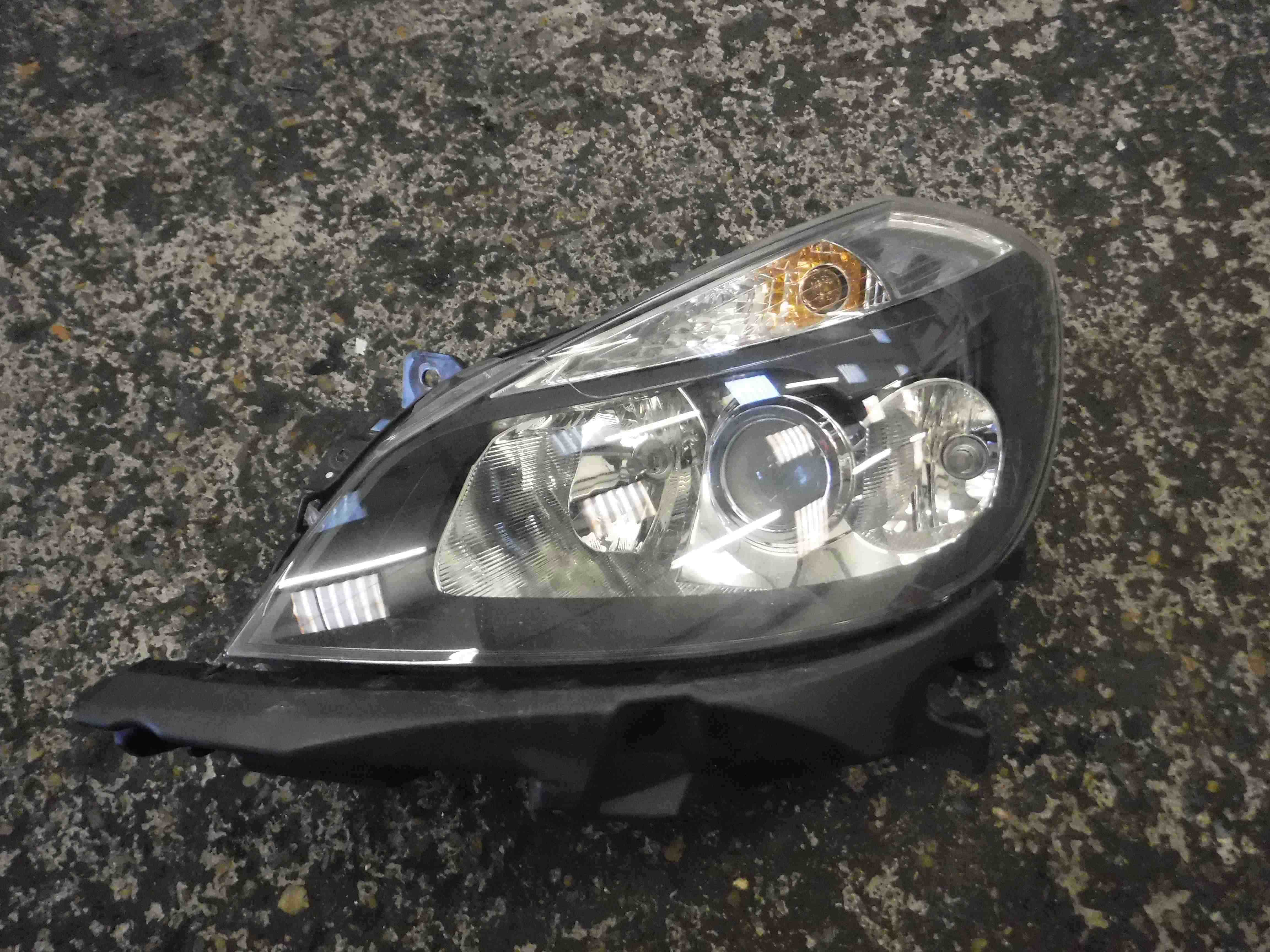 Renault Clio MK3 2005-2009 Passenger NSF Front Headlight Black Backing