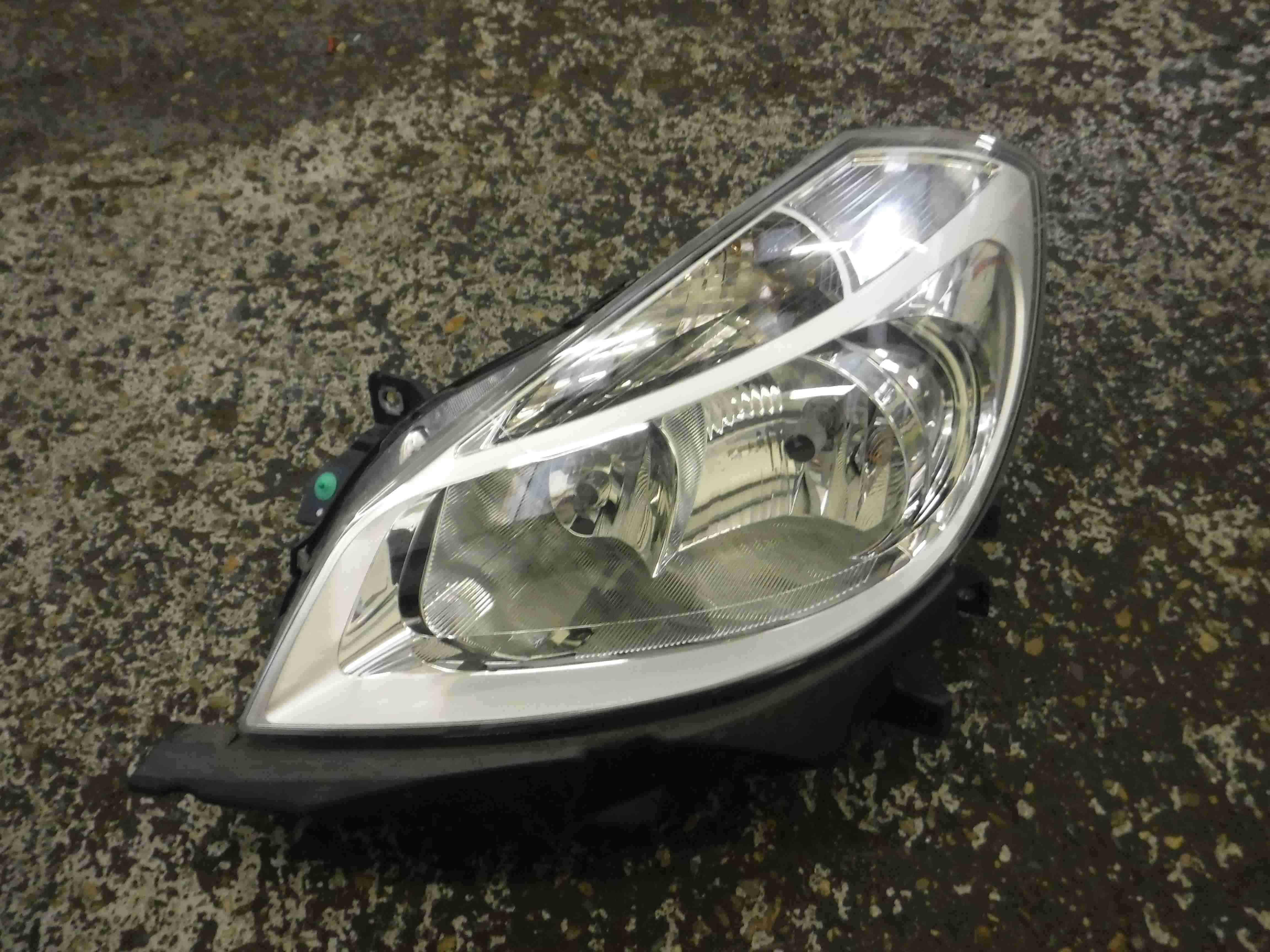 Renault Clio MK3 2005-2009 Passenger NSF Front Head Lamp Headlight Chrome