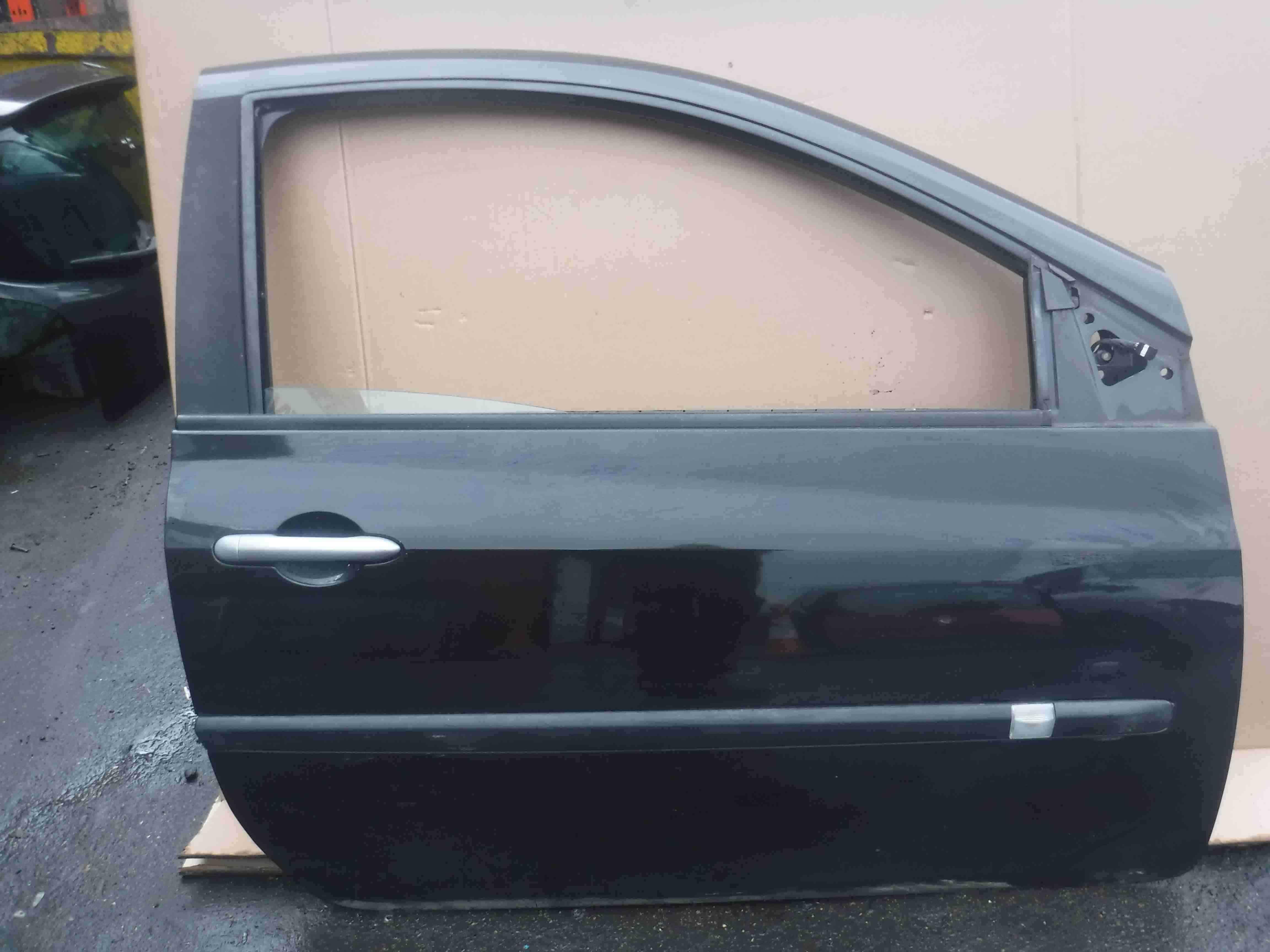 Renault Clio MK3 2005-2012 Drivers OSF Front Door Black 3dr