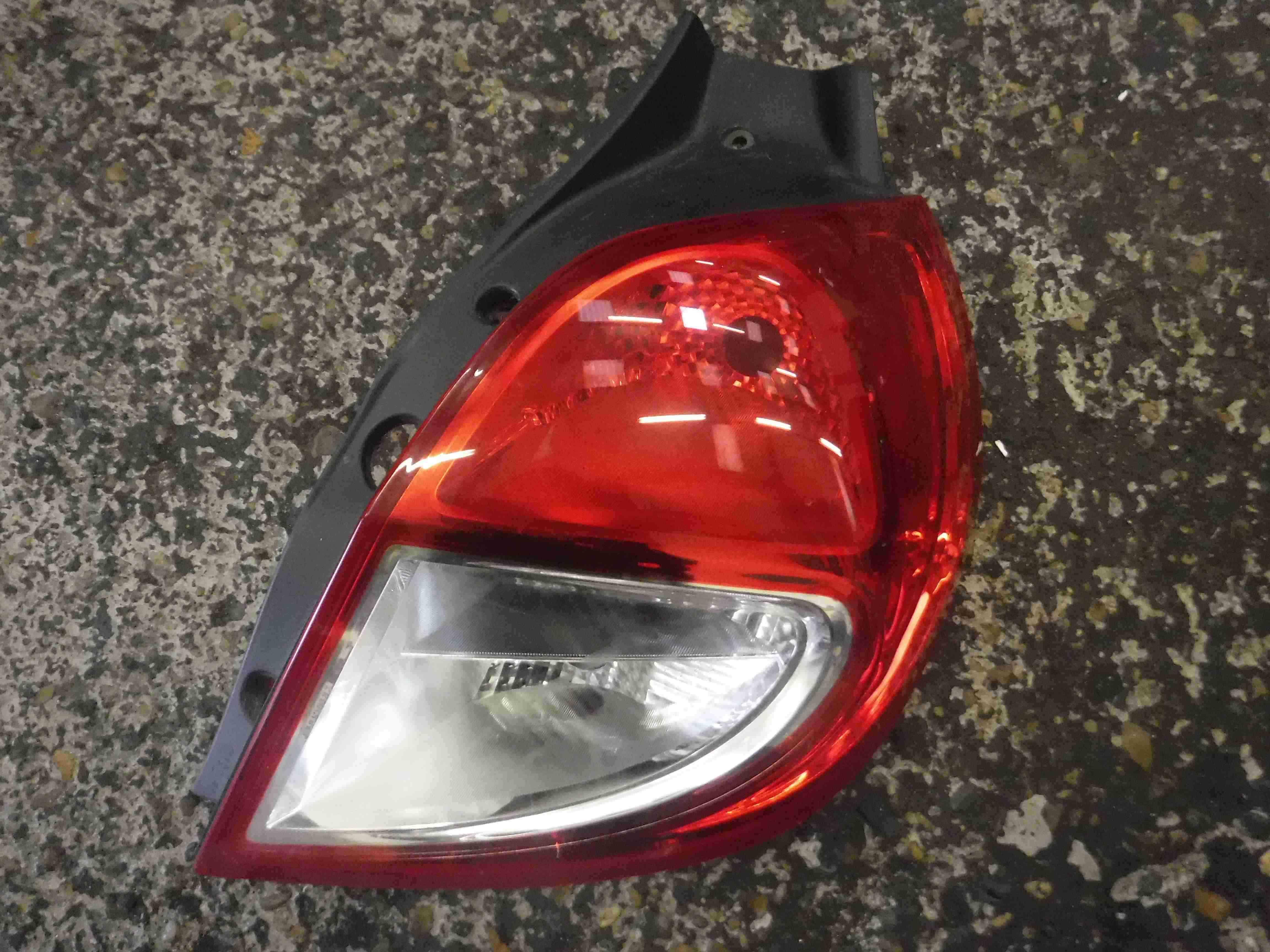 Renault Clio MK3 2009-2012 Drivers OSR Rear Light Lens 8200886946