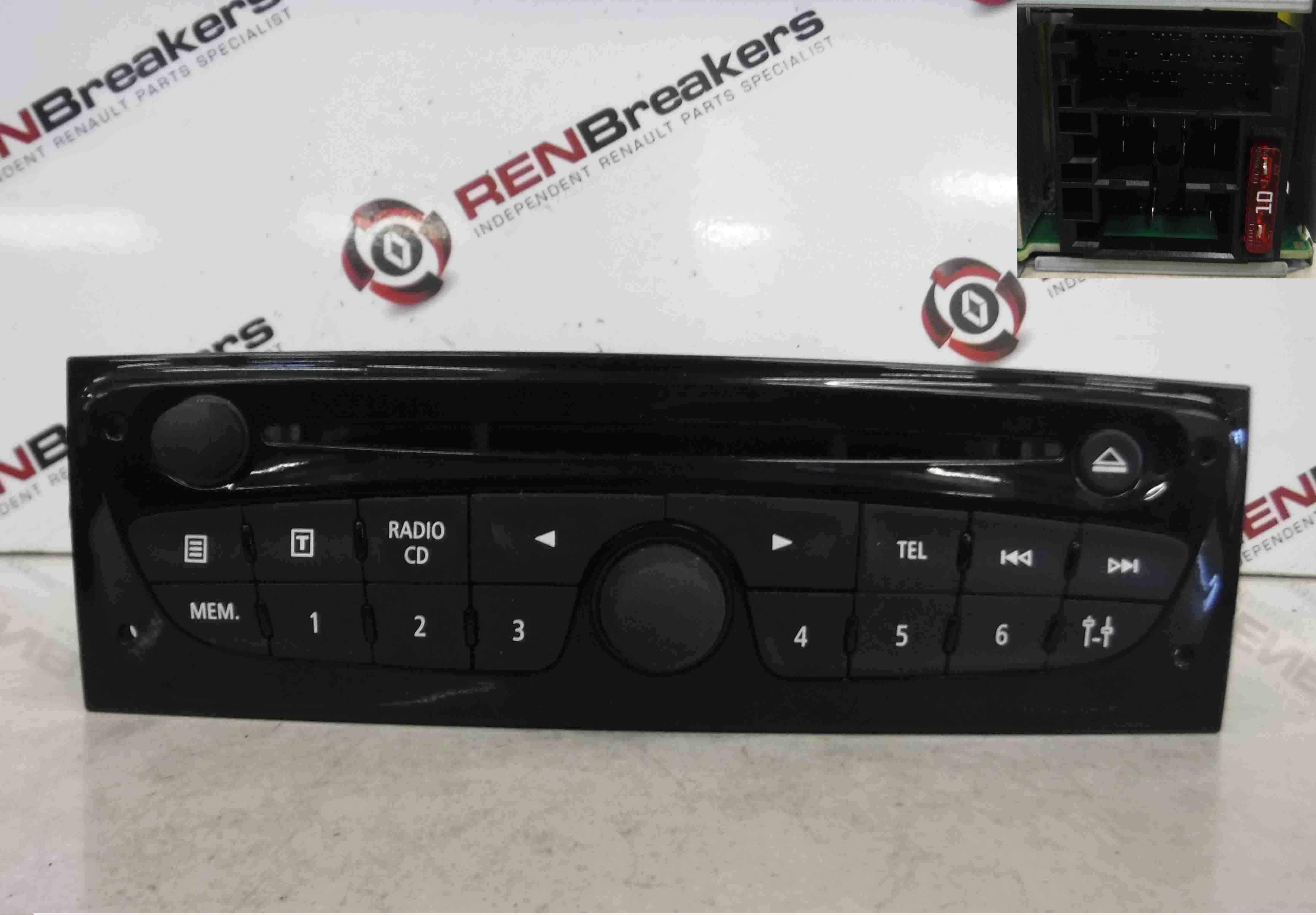 Renault Clio MK3 2009-2012 TOM TOM CD Player Sat Nav Navigation Radio Gloss