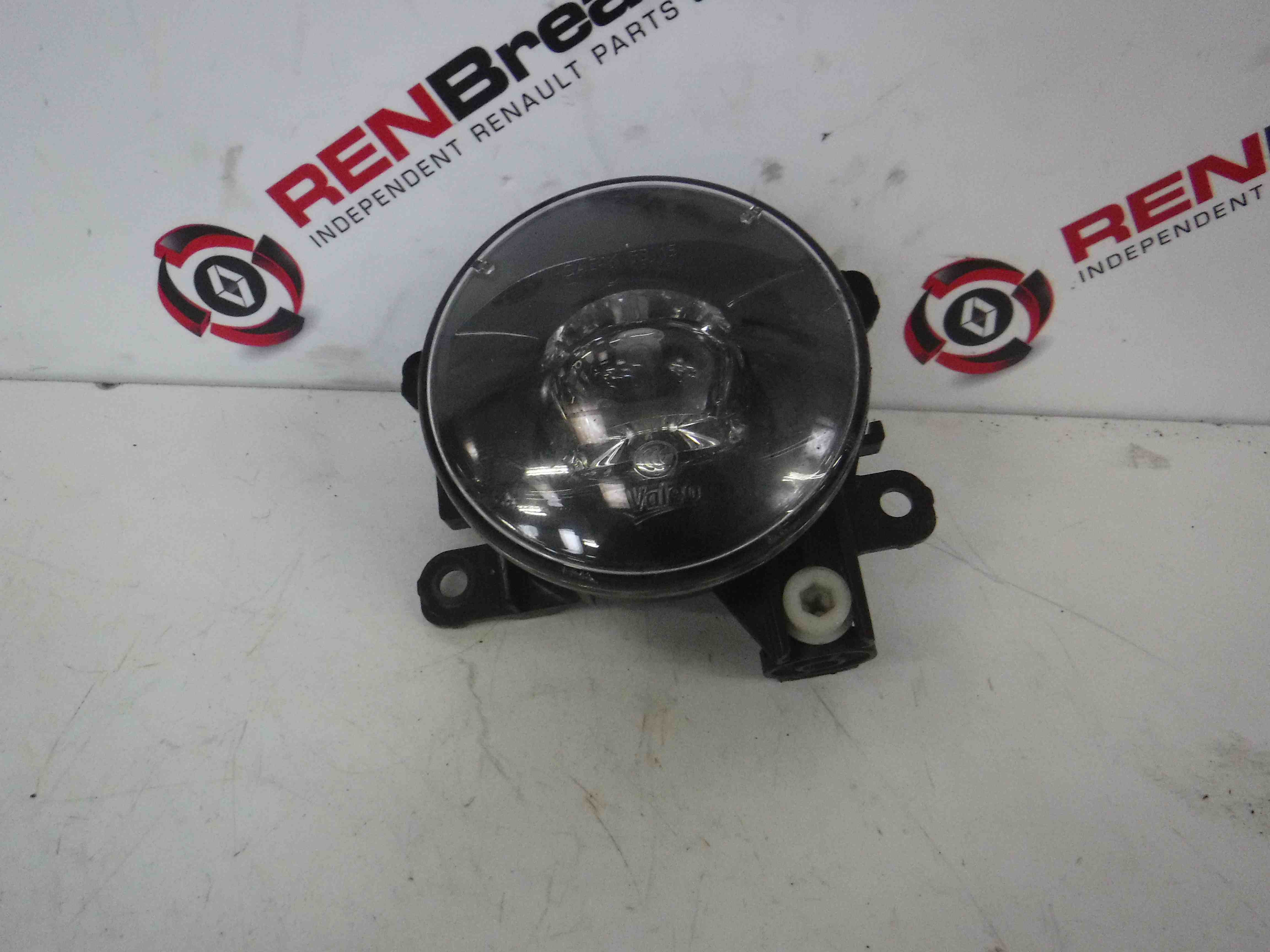 Renault Clio MK4 2017-2018 Drivers OSF Front Fog Light Black Backing 261507170R