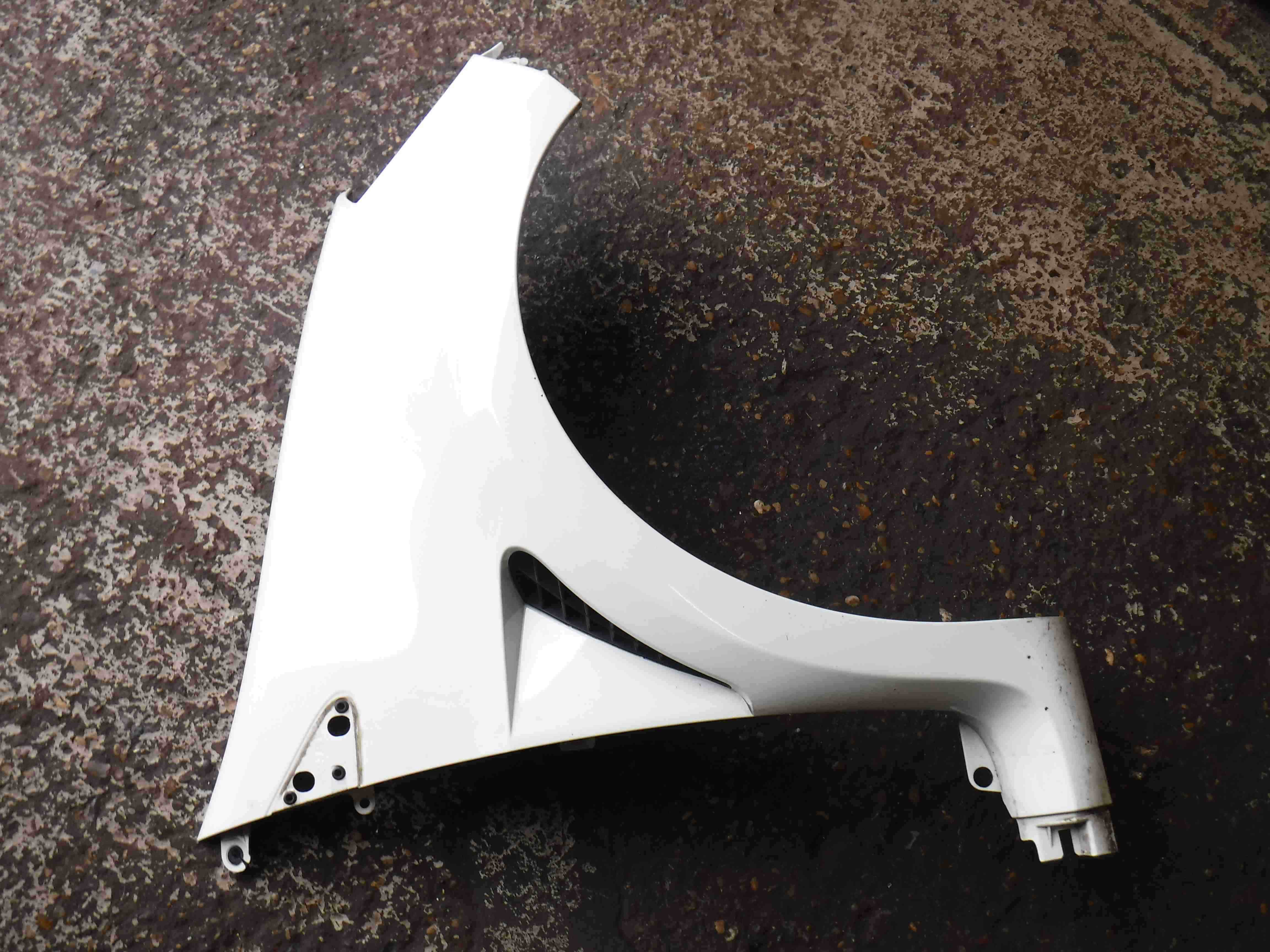 Renault Clio Sport MK3 2005-2012 200 197 Drivers OSF Front Wing White OV369