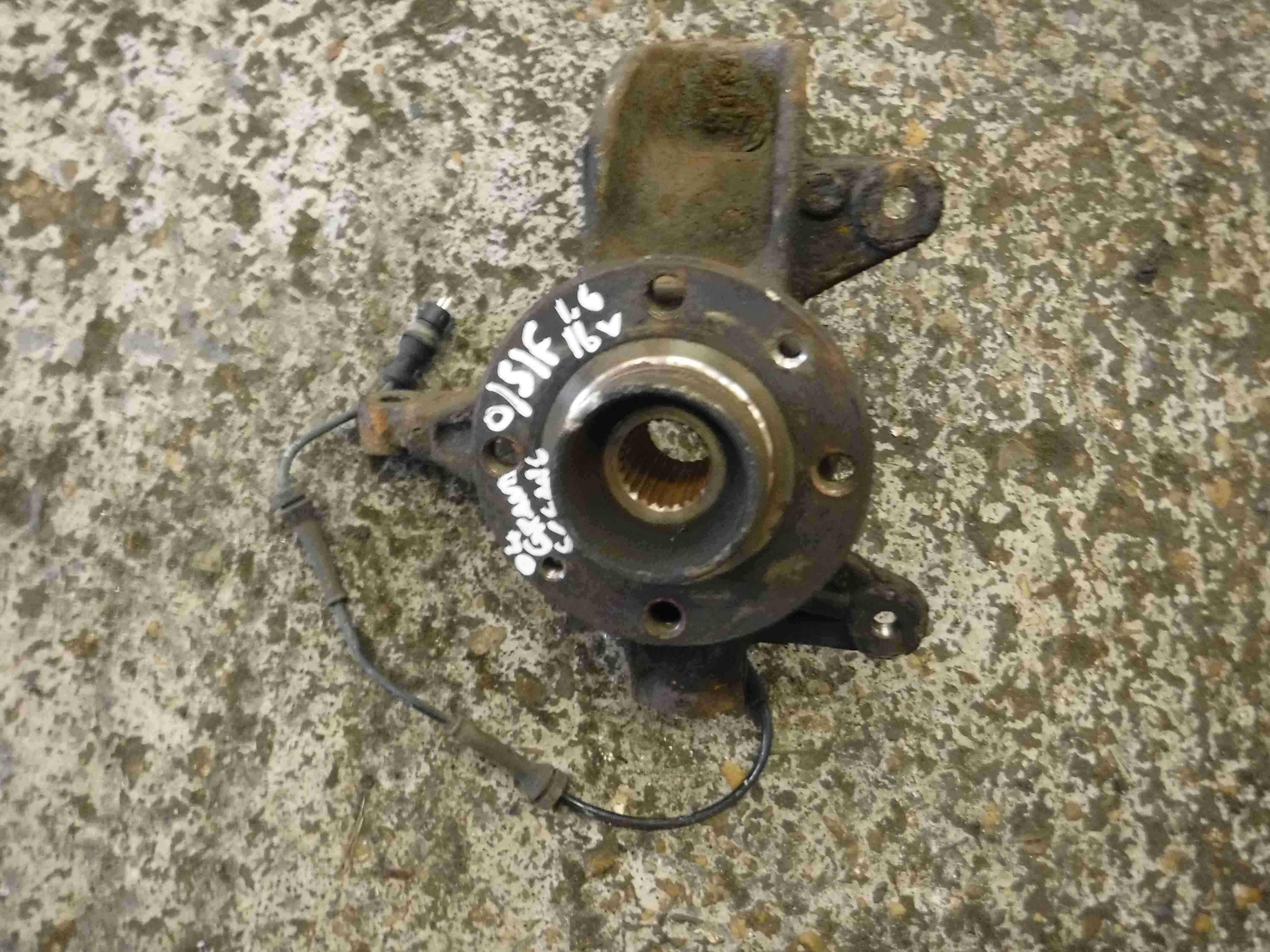 Renault Grand Scenic 2003-2009 1.6 16v Drivers OSF Front Wheel Hub + ABS Sensor