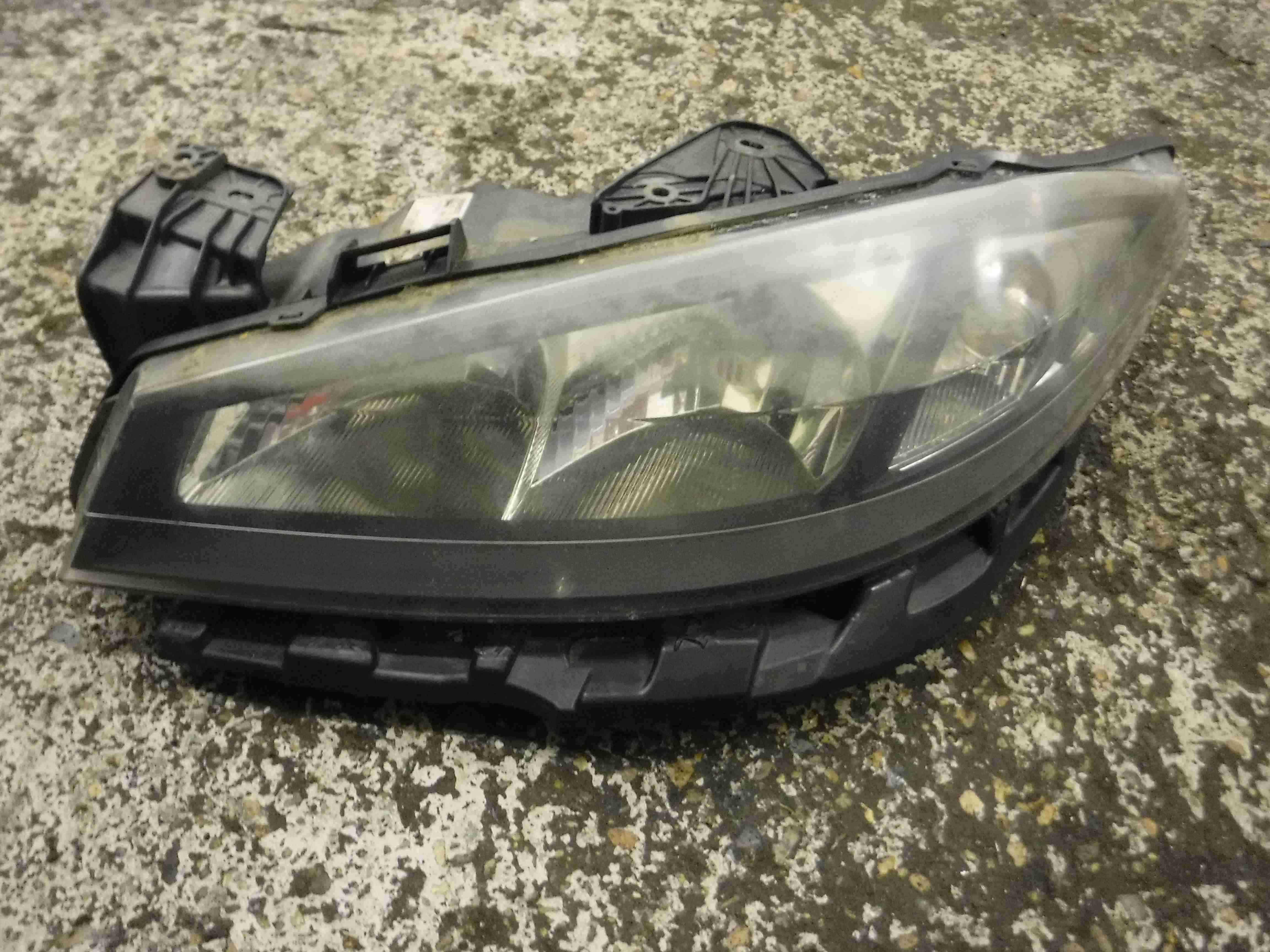 Renault Laguna 2005-2007 Passenger NSF Front Headlight Lens 8200481198