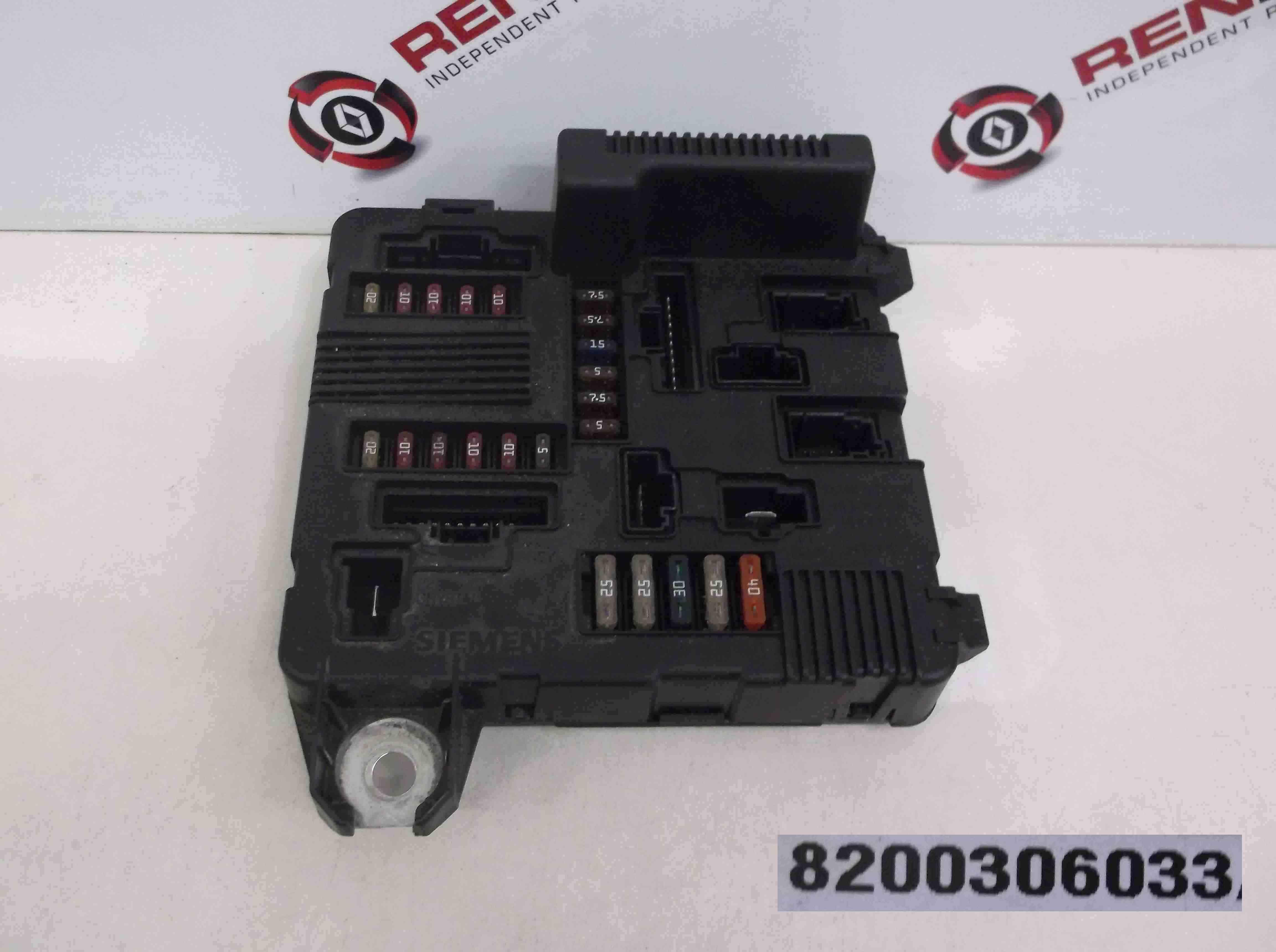 Renault Megane + Scenic 2002-2006 Engine Bay Fuse Box UPC  8200306033 8200306032