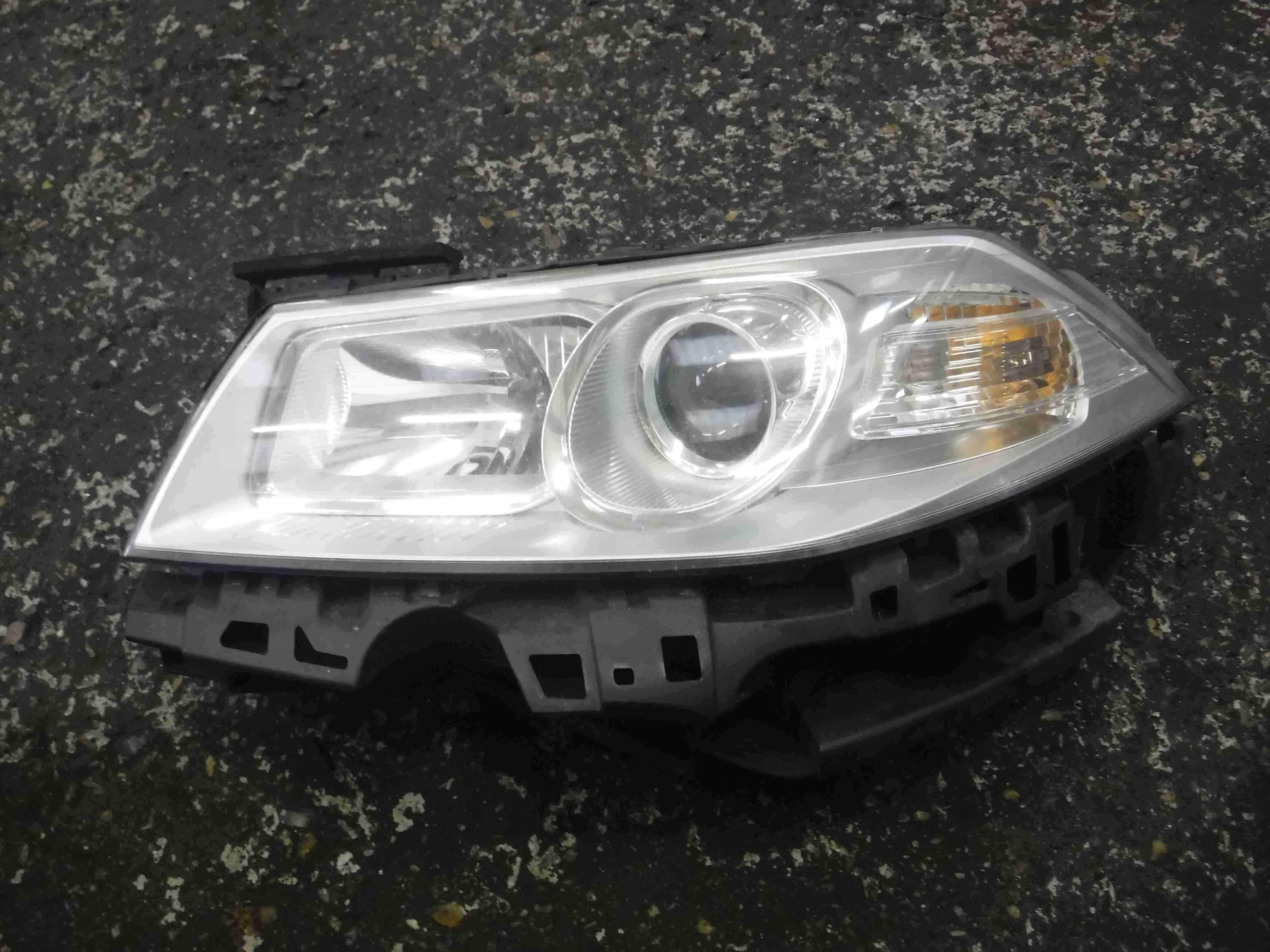 Renault Megane 2006-2008 Passenger NSF Front Headlight  8200412743 89312750
