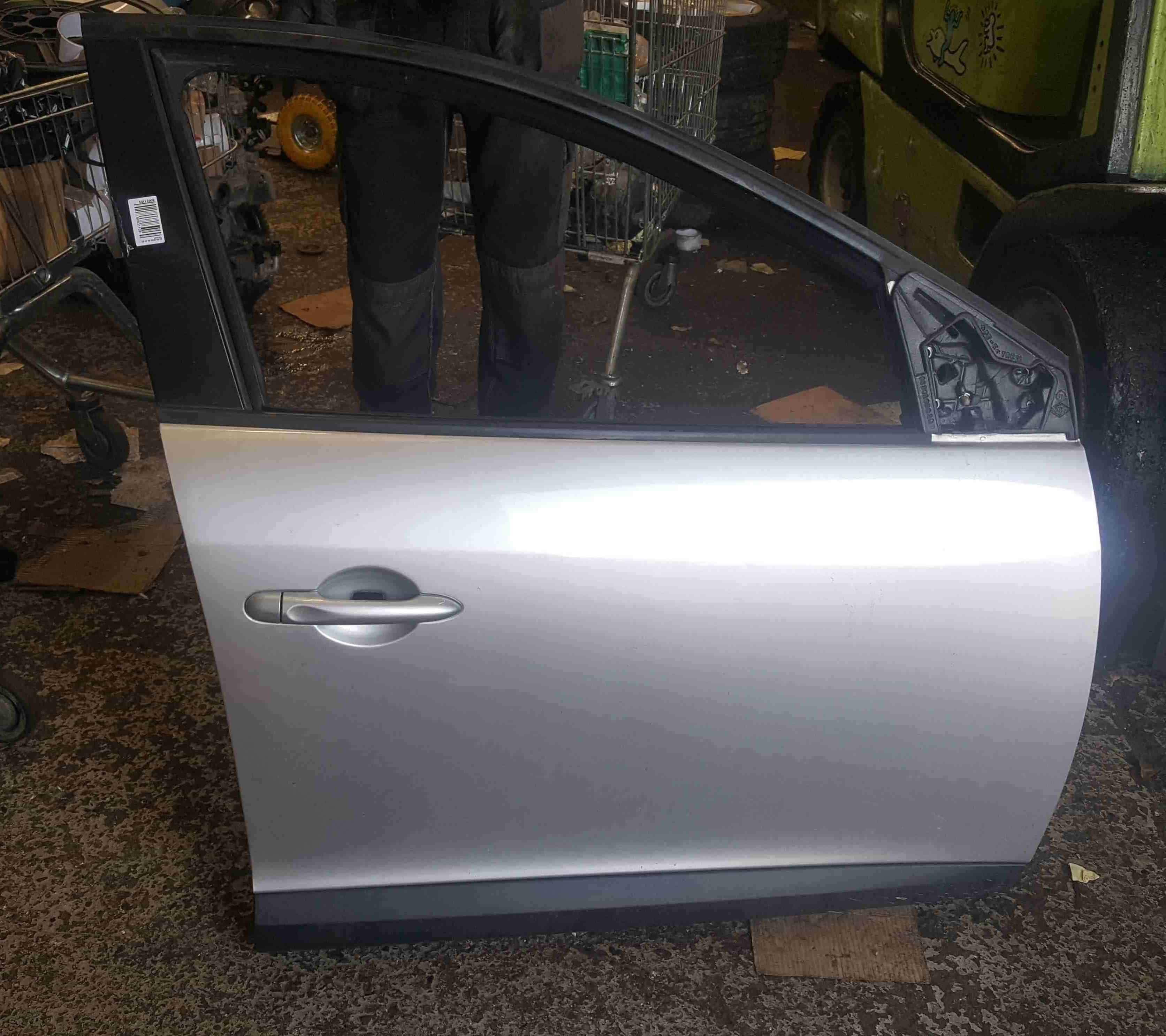 Renault Megane Hatchback MK3 2008-2014 Drivers OSF Front Door Silver TED69