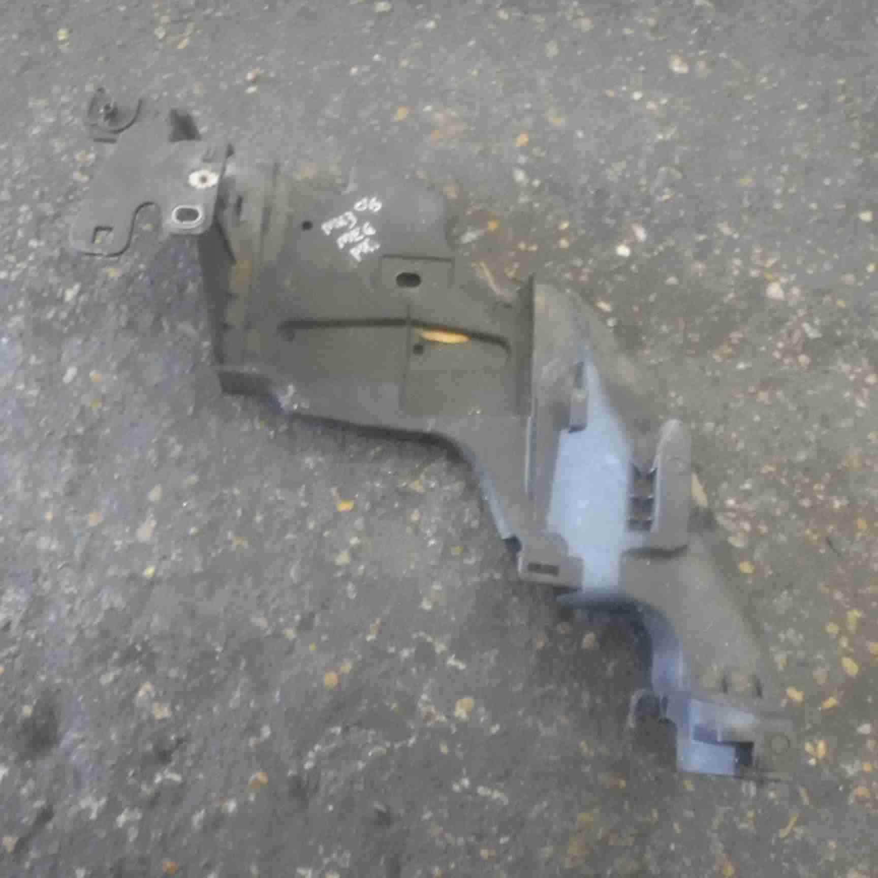 Renault Megane MK3 2008-2012 Drivers OSF Front Headlight Support Bracket