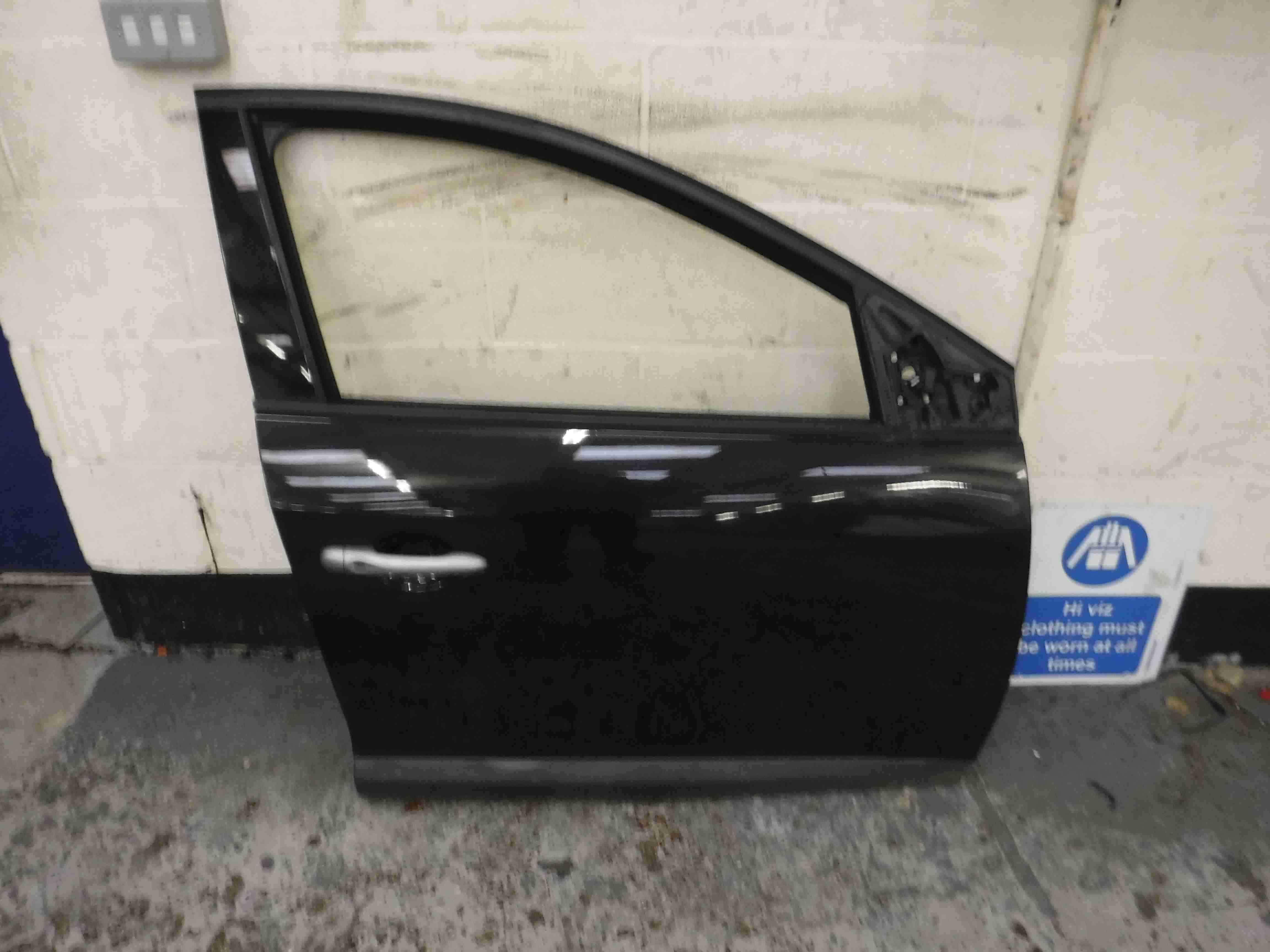 Renault Megane MK3 2008-2014 Drivers OSF Front Door Black 676