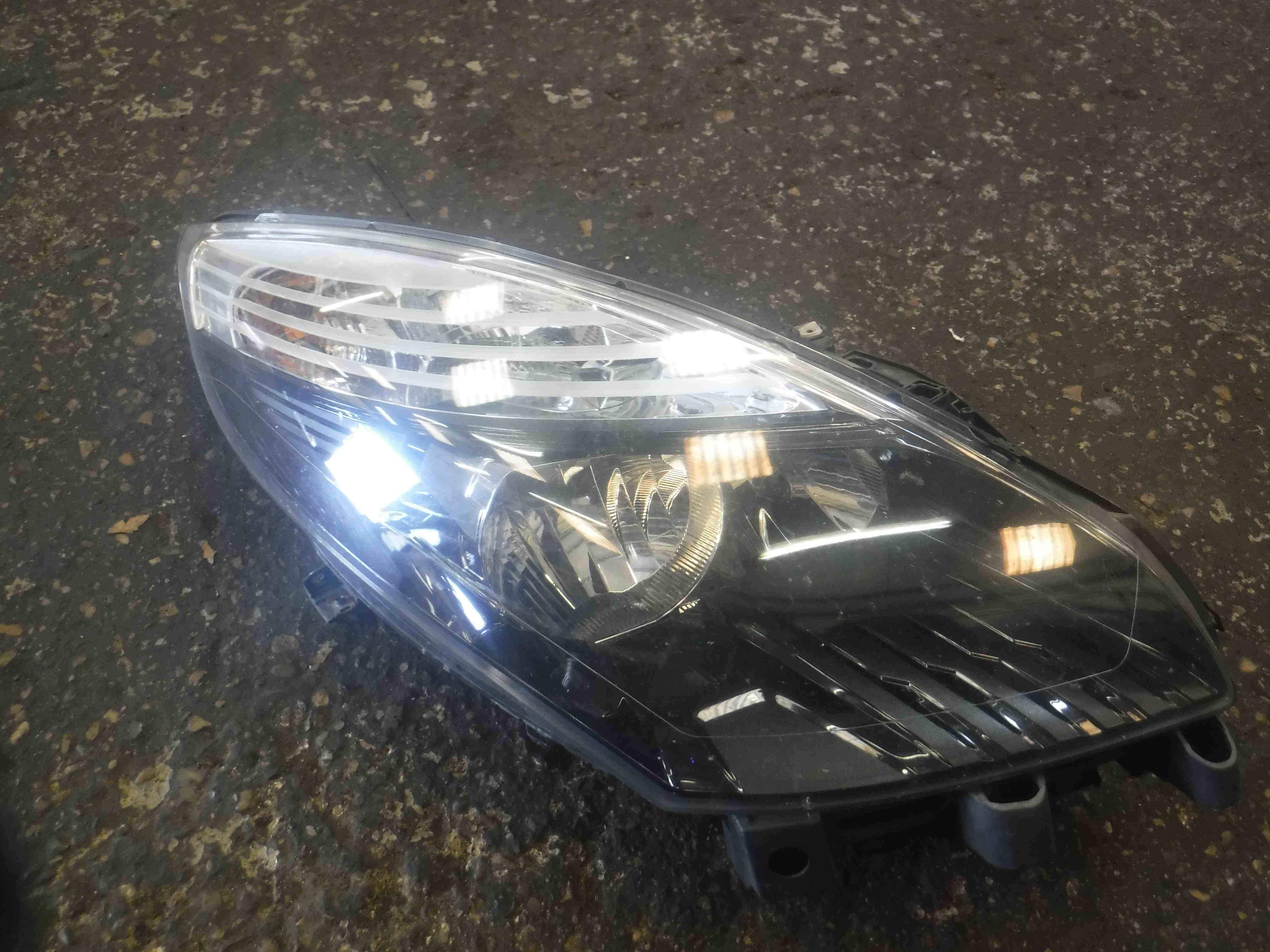 Renault Scenic MK3 2009-2013 Drivers OSF Front Headlight 260100024R