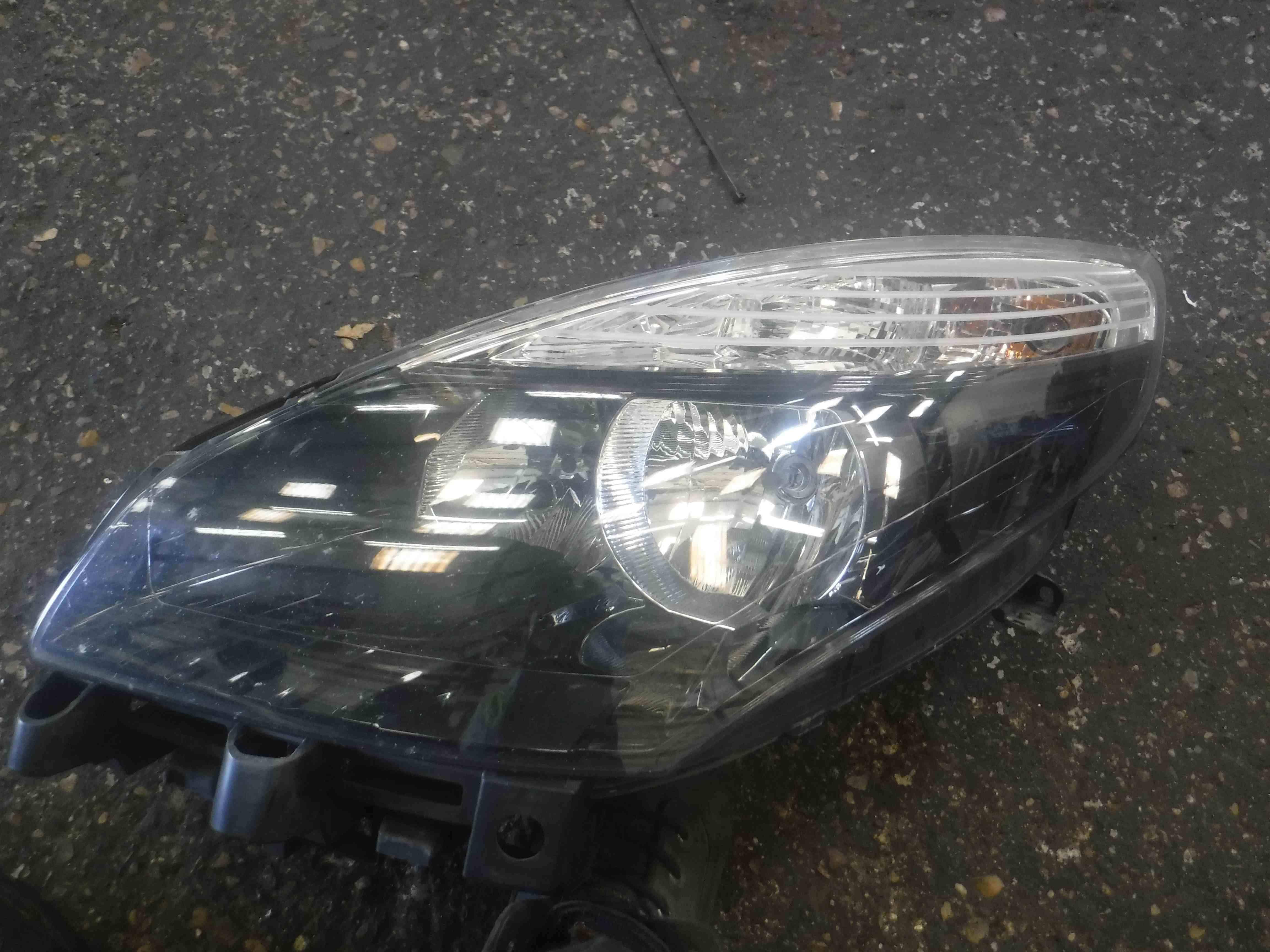 Renault Scenic MK3 2009-2013 Passenger NSF Front Headlight Black Backing