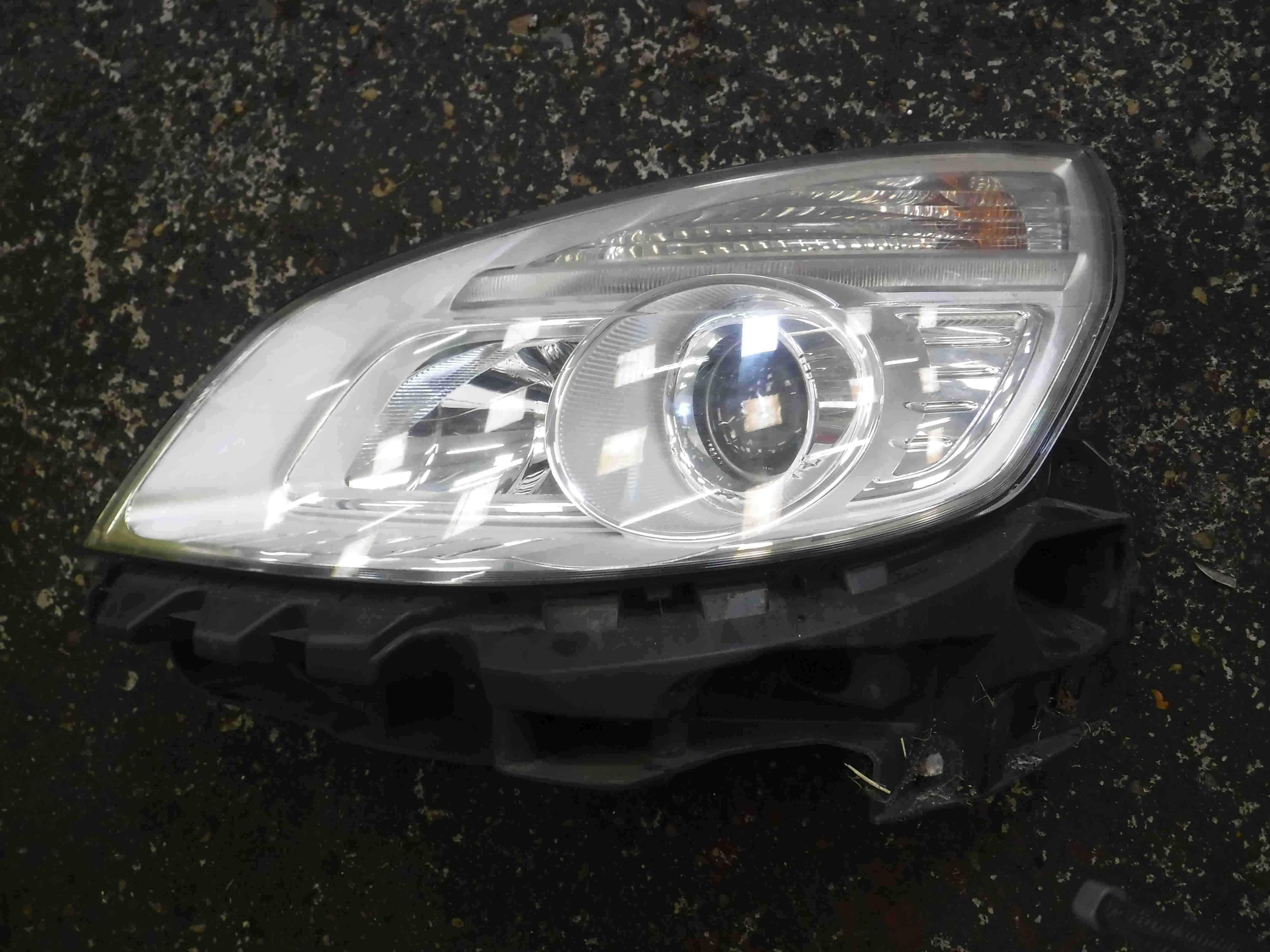 Renault Scenic 2006-2009 Passenger NSF Front Headlight FACELIFT
